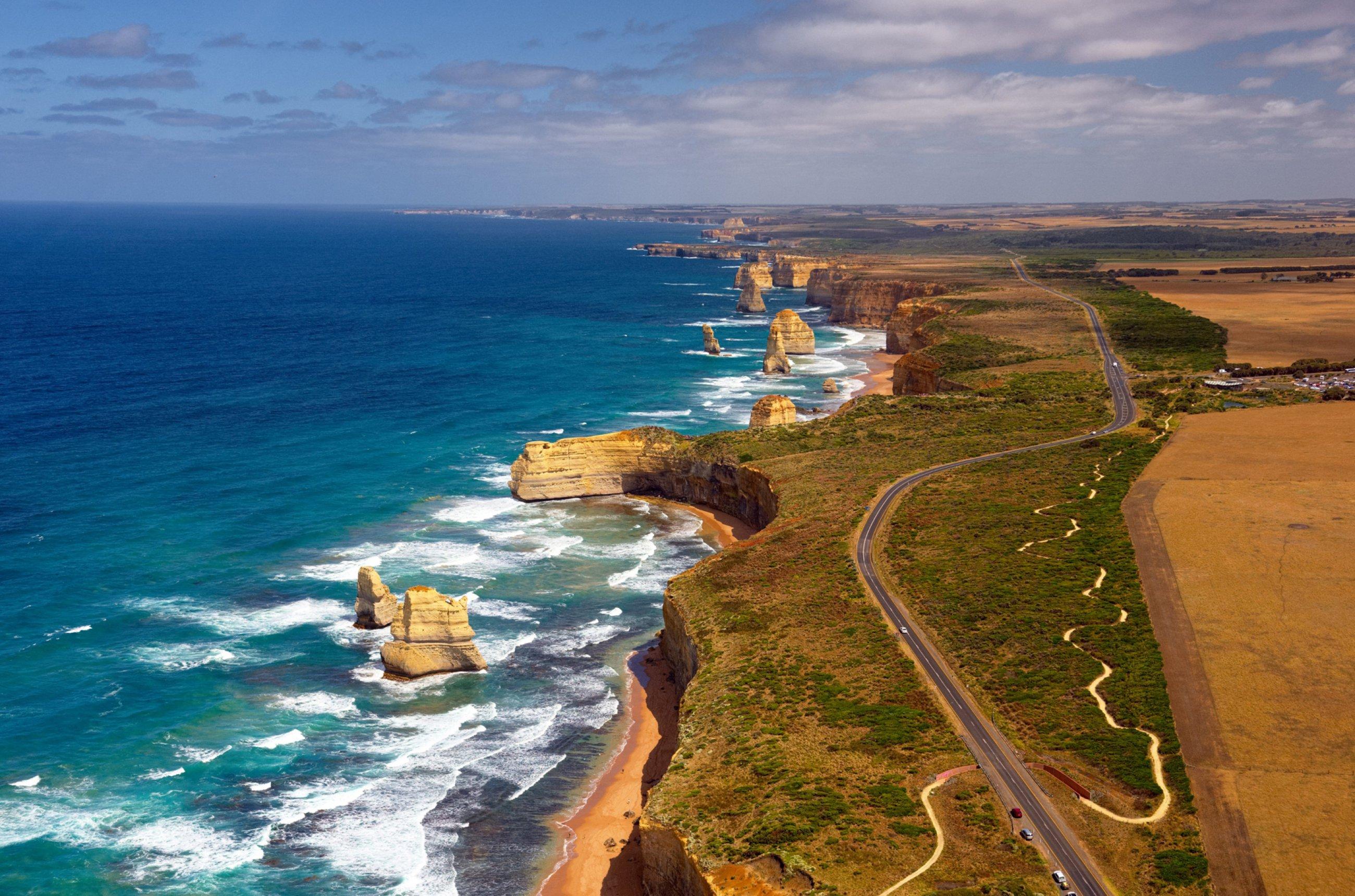 https://bubo.sk/uploads/galleries/5031/great-ocean-road-shutterstock-273439982-1-.jpg