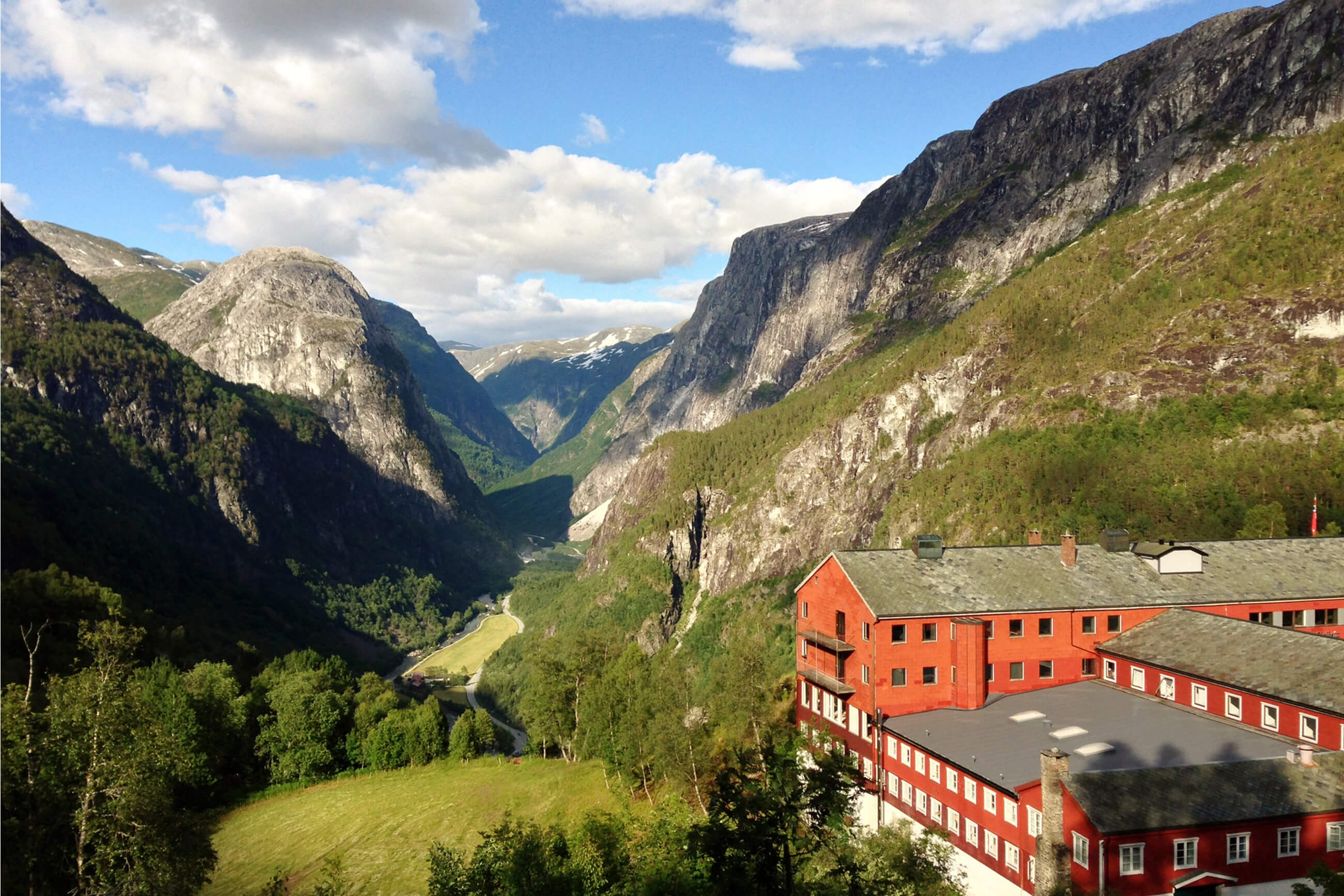 https://bubo.sk/uploads/galleries/5039/3947_norsko-island-noc-v-najkrajsej-doline-v-horskom-hoteli-stalheim-jozef-zeliznak-.jpg