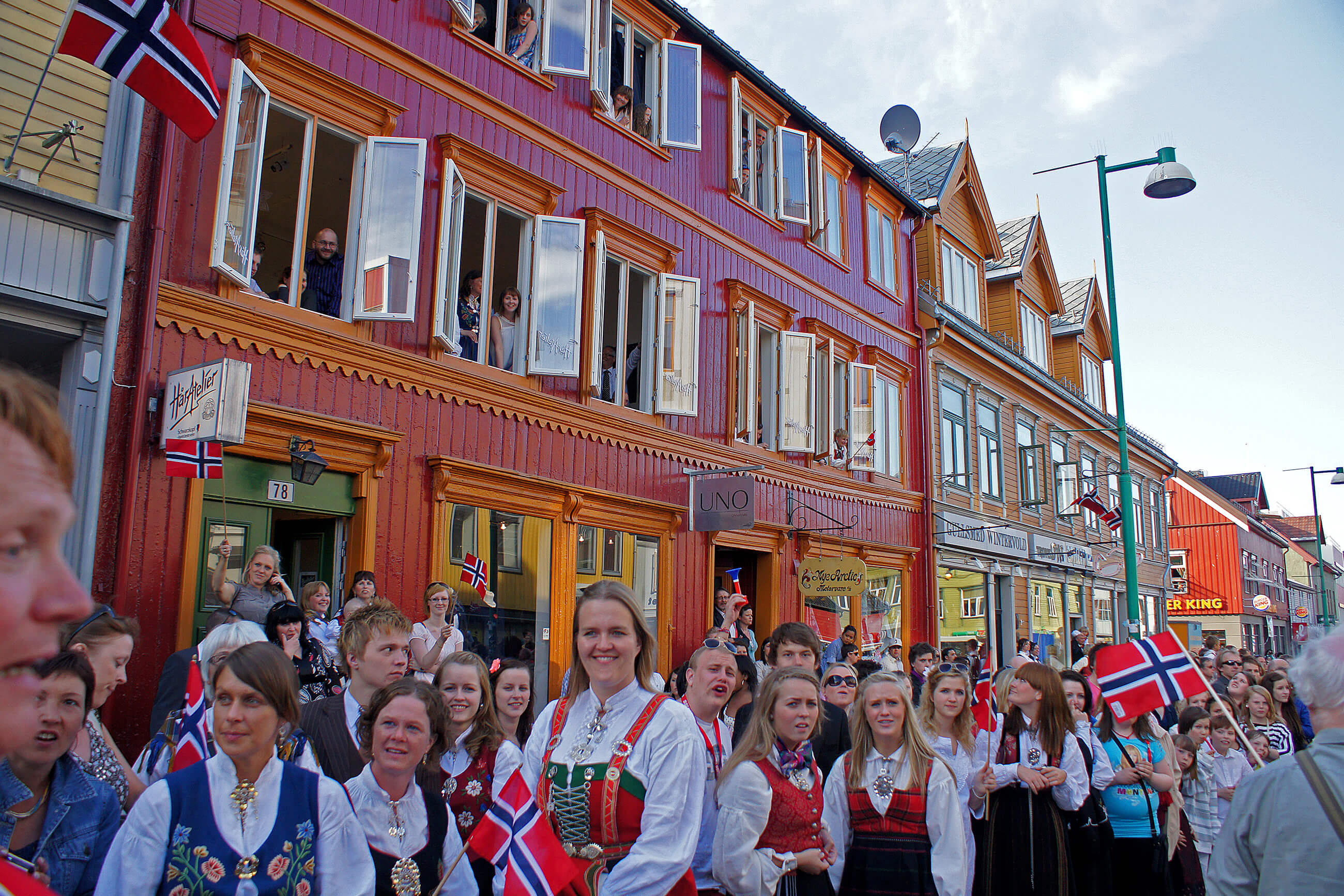 https://bubo.sk/uploads/galleries/5043/celebrating-17th-of-may-tromso-norway-hgr-64189--photo_photo_competition.jpg