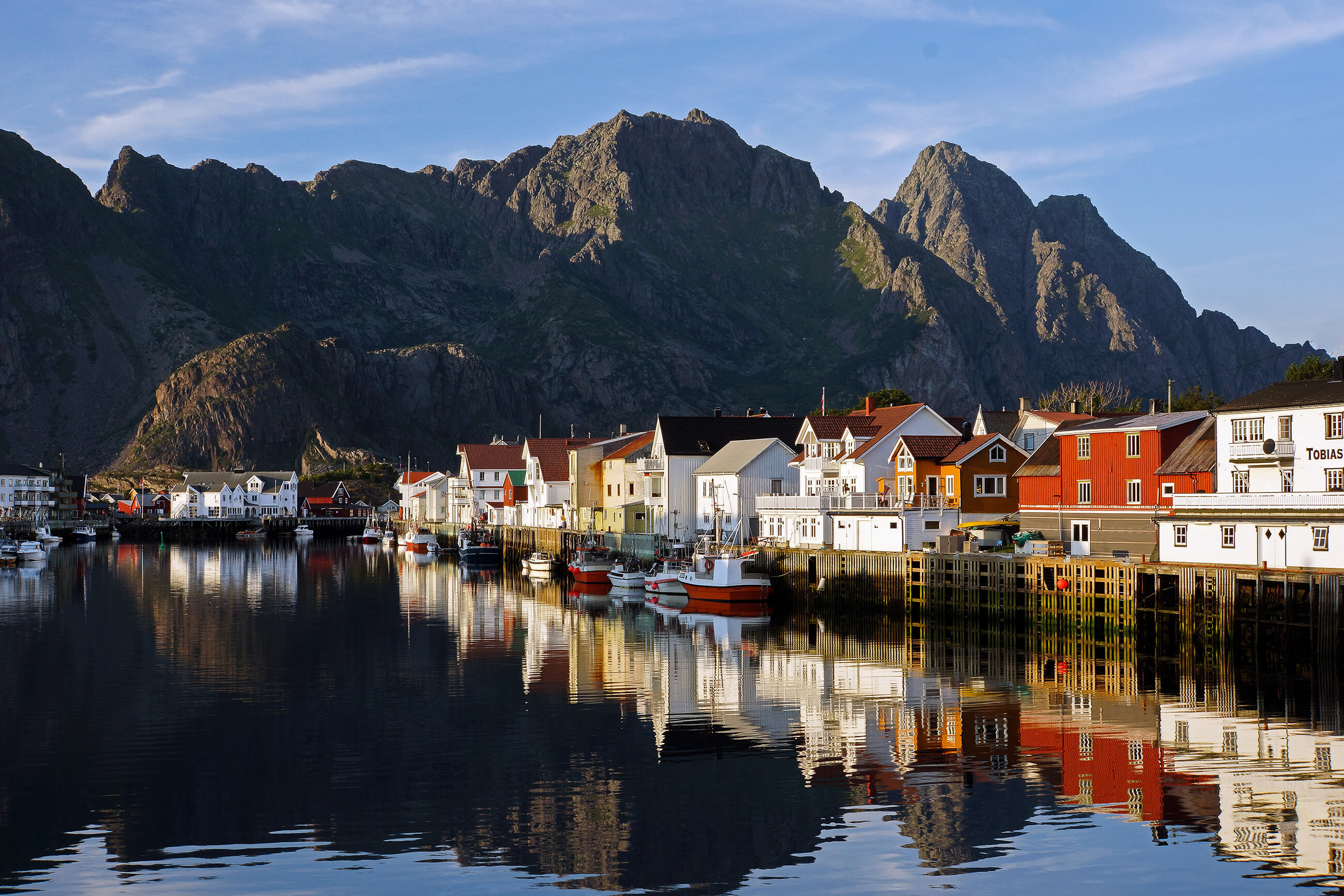 https://bubo.sk/uploads/galleries/5043/henningsvar-lofoten-norway-hgr-102615--photo_photo_competition.jpg