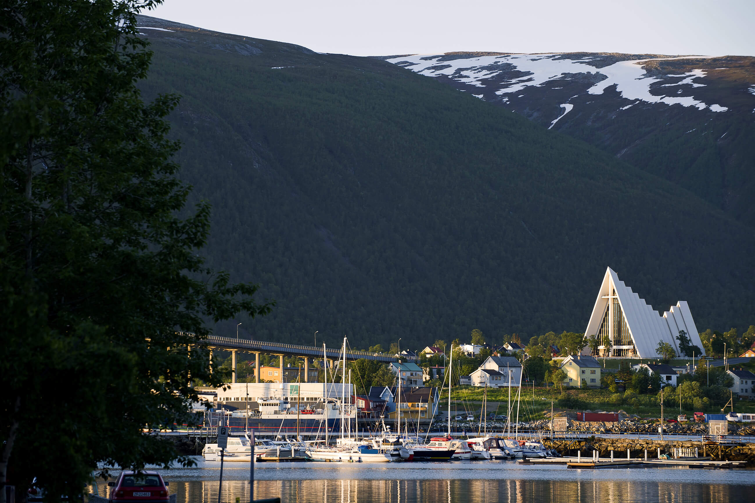 https://bubo.sk/uploads/galleries/5044/ishavskatedralen-i-tromso-082011-99-0124--foto_ch.jpg