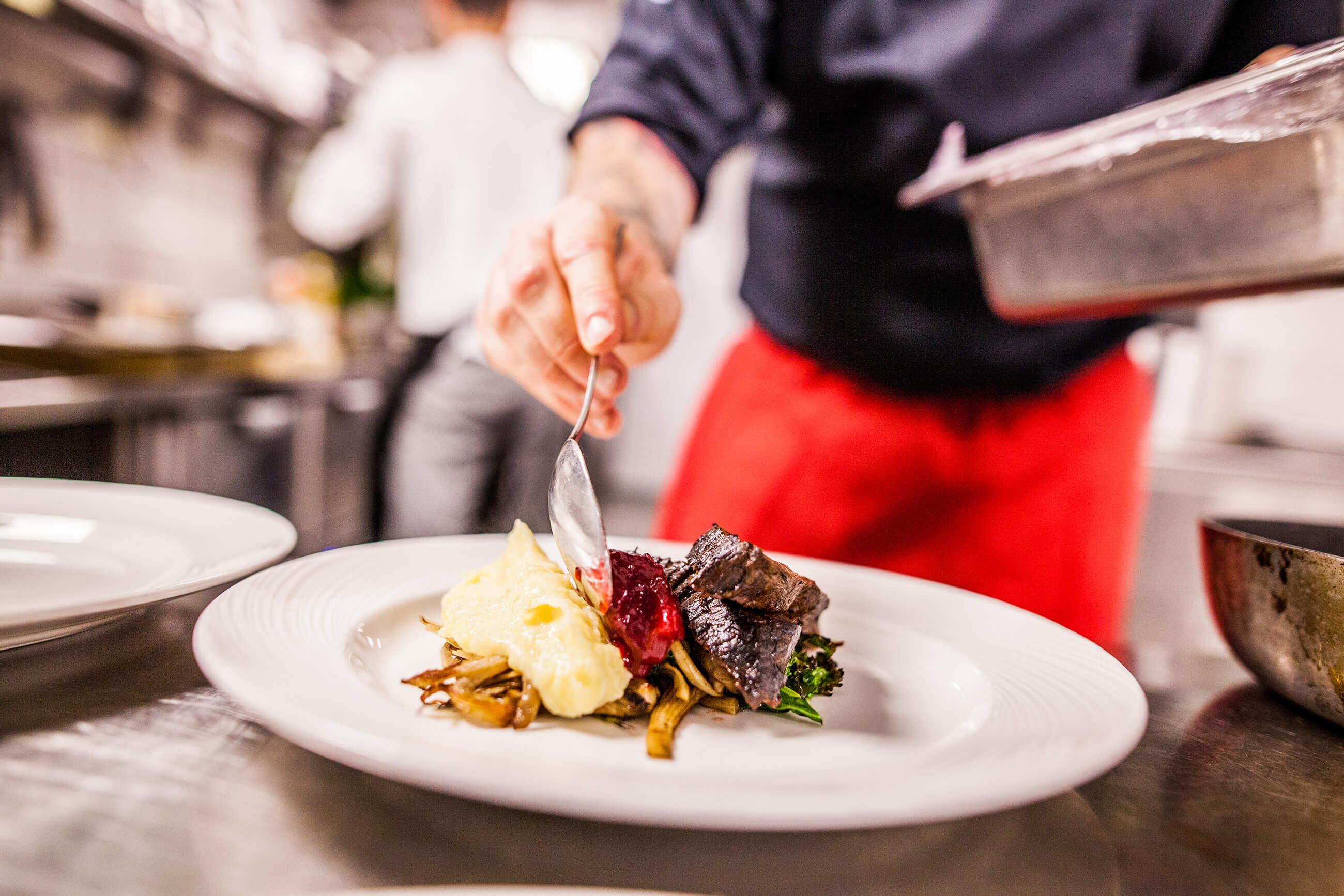 https://bubo.sk/uploads/galleries/5044/middag-pa-restauranten-altona-vinbar-082018-99-1744--foto_martin_h-c3-a5ndlykken.jpg
