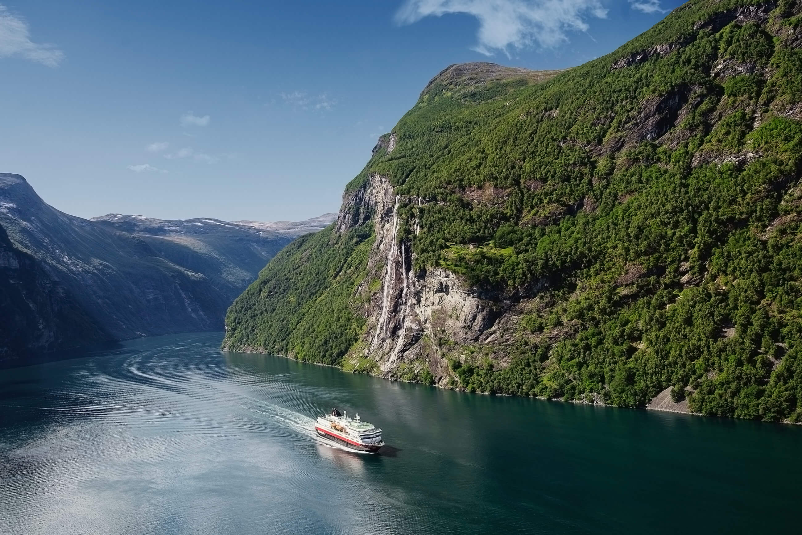 https://bubo.sk/uploads/galleries/5044/ms-nordlys-geiranger-norway-hgr-130570--photo_agurtxane_concellon.jpg