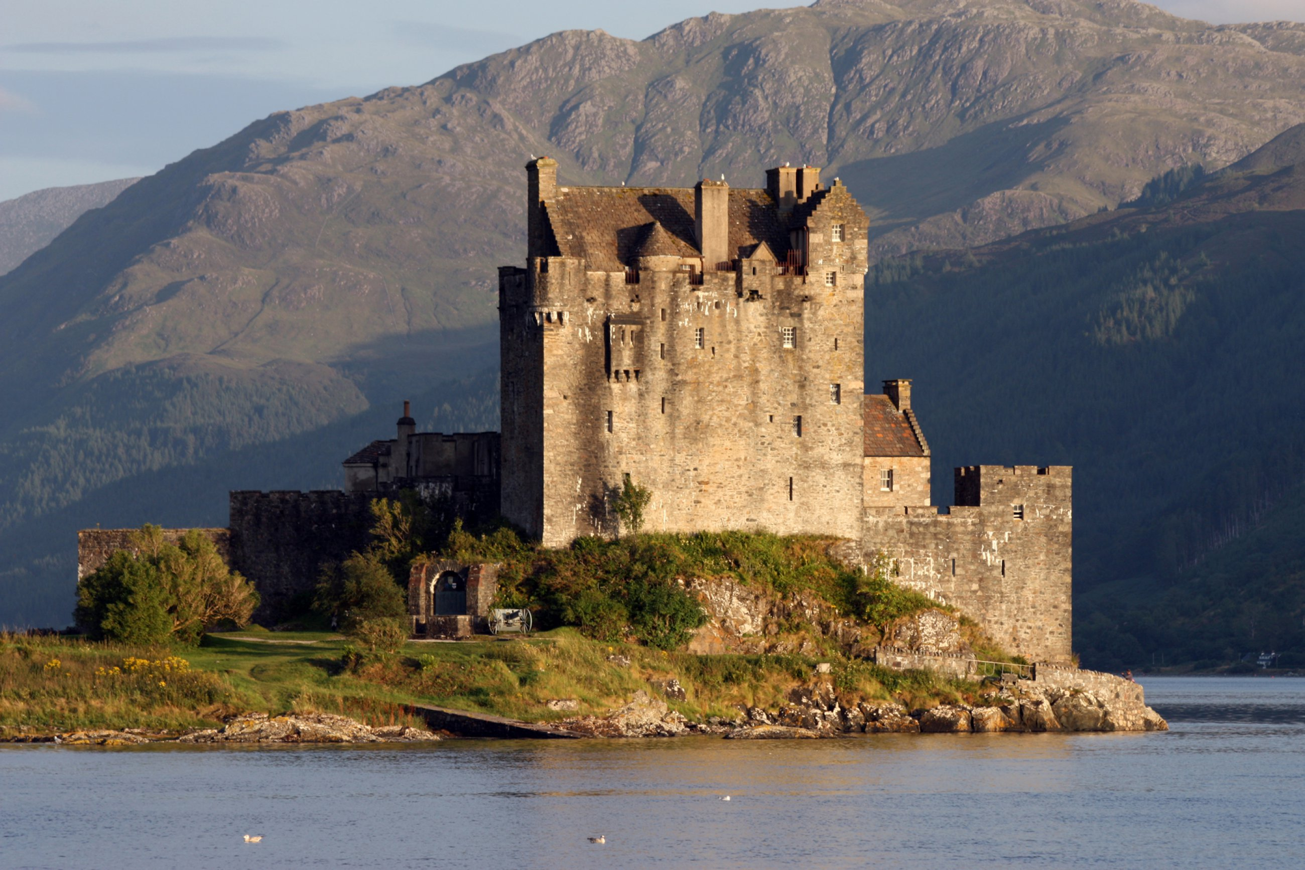 https://bubo.sk/uploads/galleries/5046/wikipedia-eilean-donan-castle-140mm.jpg