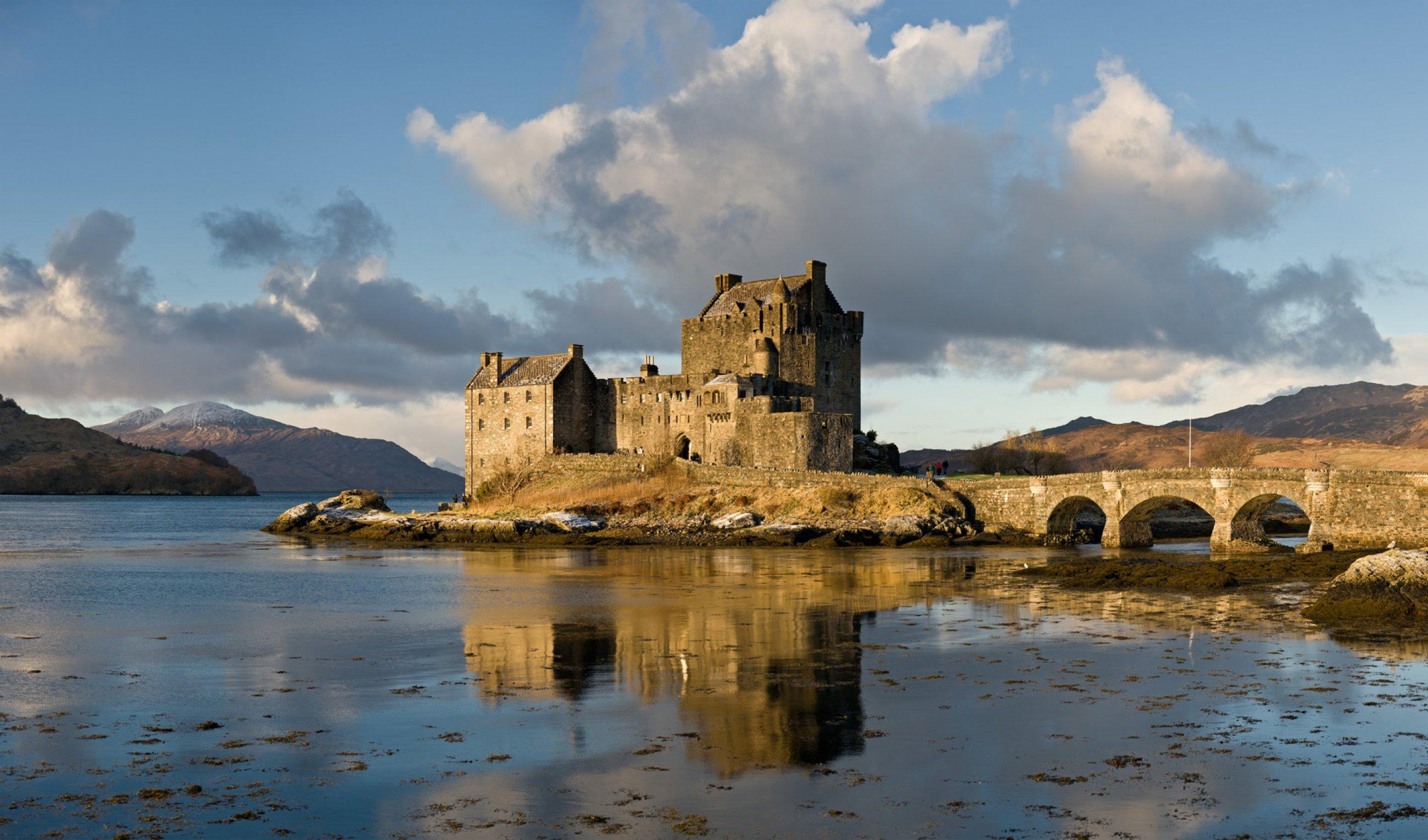 https://bubo.sk/uploads/galleries/5046/wikipedia-eilean-donan-castle-scotland-jan-2011.jpg