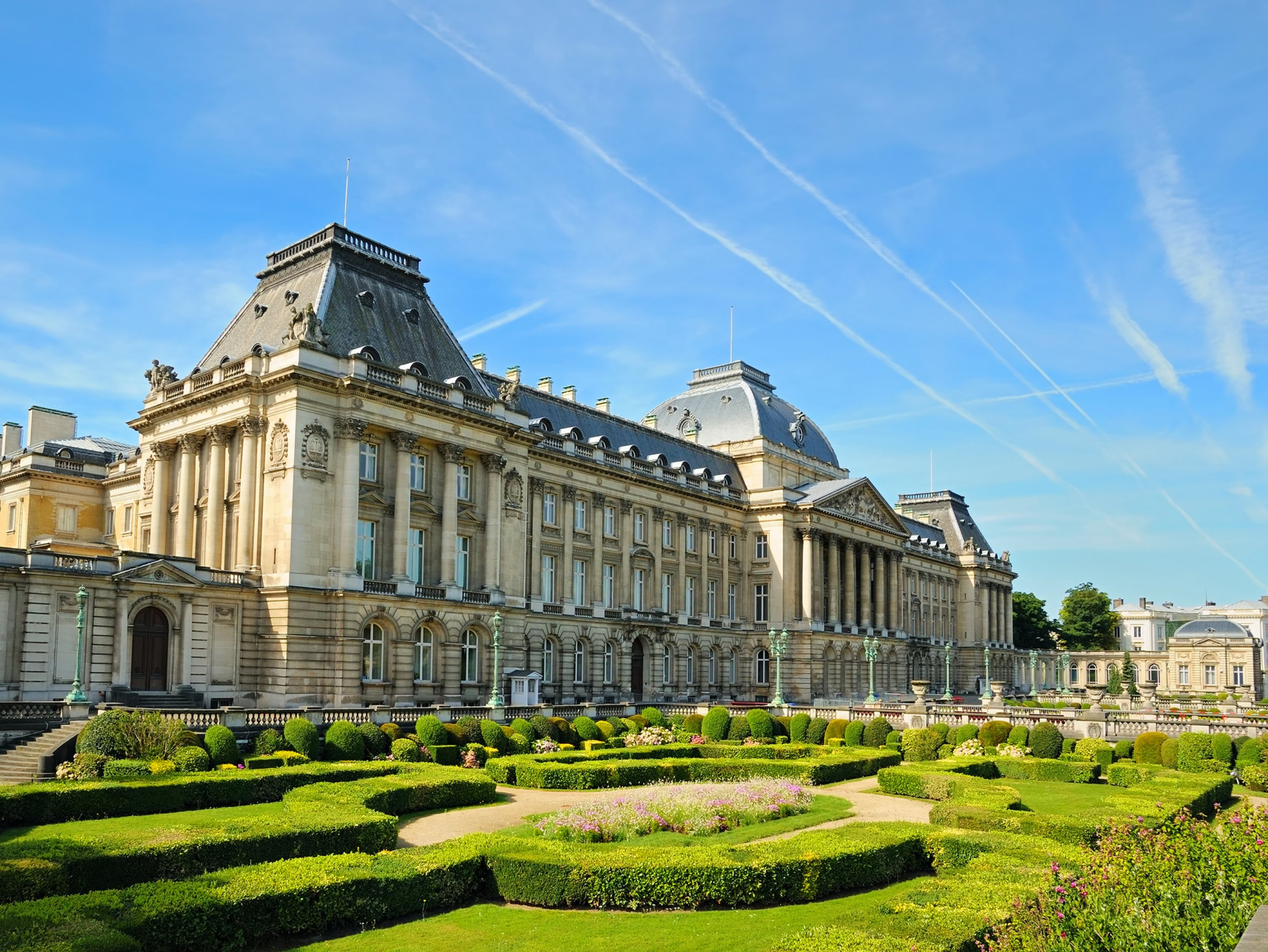 https://bubo.sk/uploads/galleries/5048/brusel-the-royal-palace-in-center-of-brussels.jpg