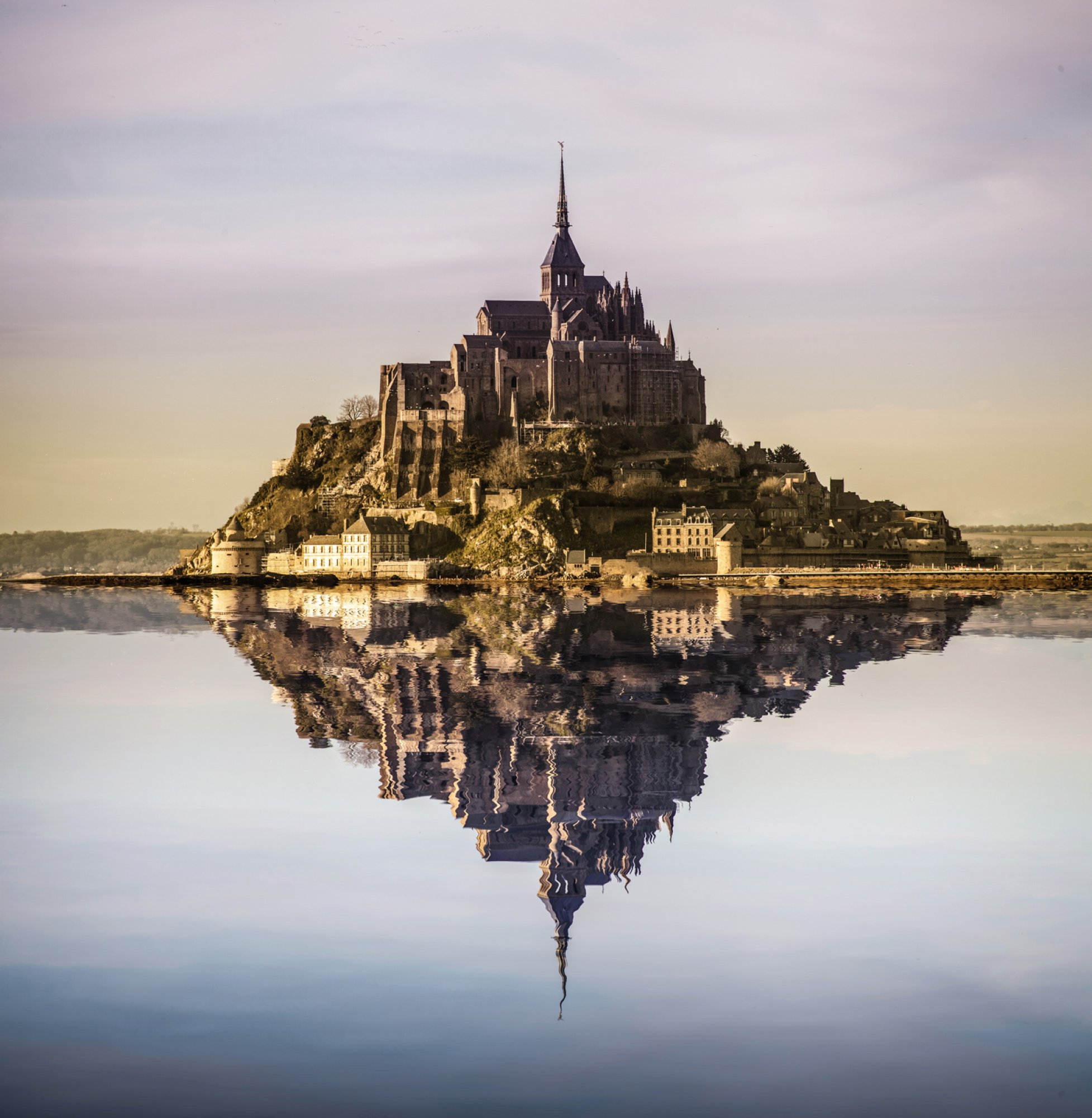 https://bubo.sk/uploads/galleries/5049/0hlavna-mont-saint-michel-with-photoshopped-reflection.jpg