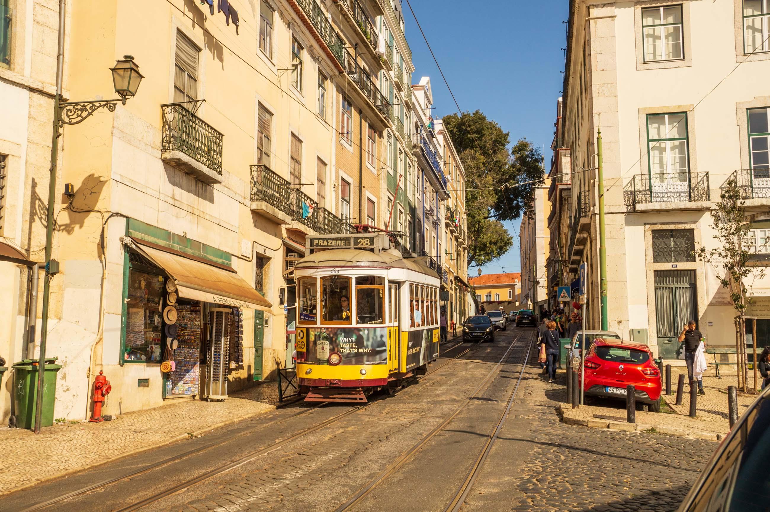 https://bubo.sk/uploads/galleries/5052/jozefzeliznakst_portugalsko_lisabon_dsc06000.jpg