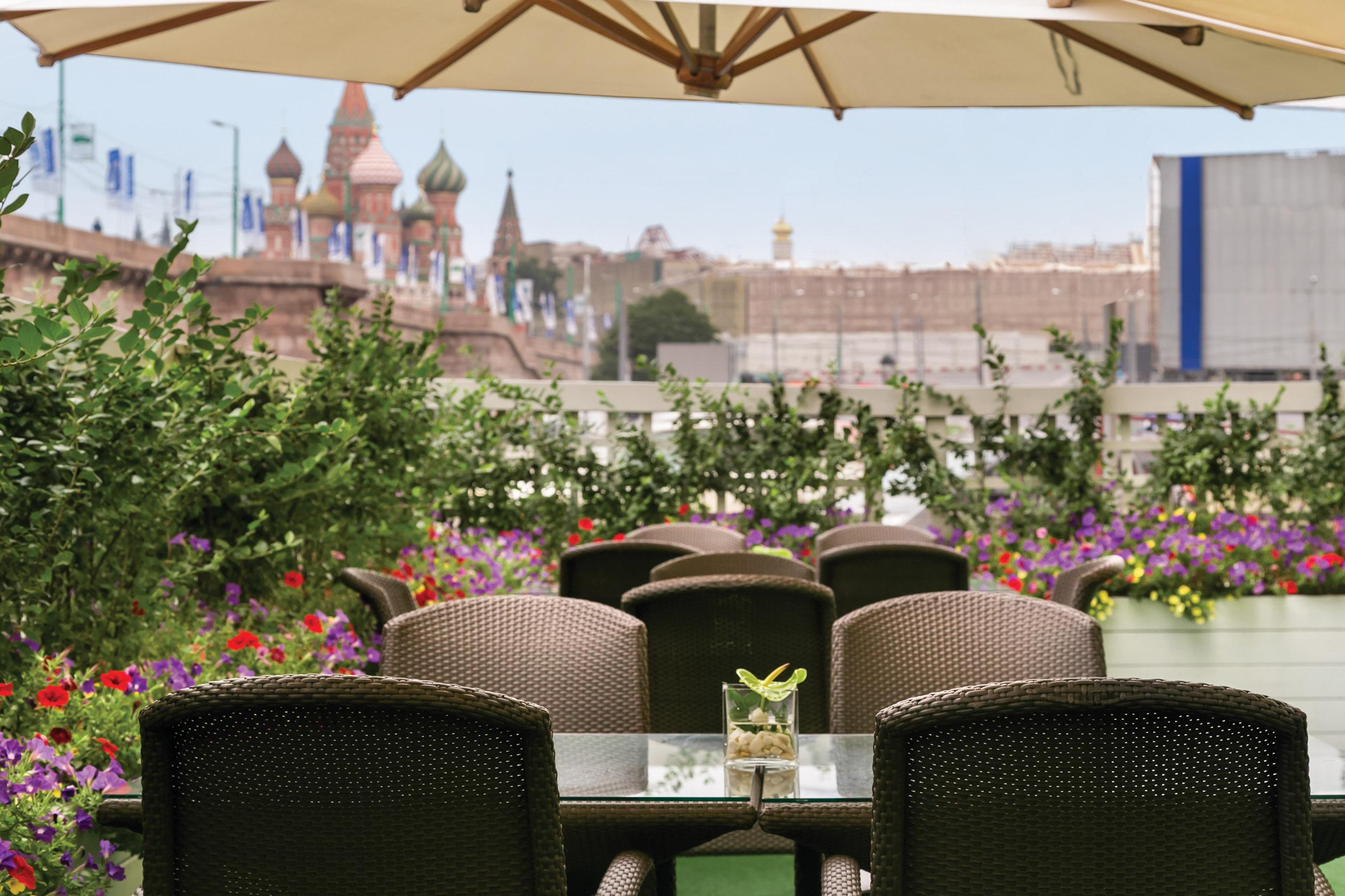 https://bubo.sk/uploads/galleries/5055/kempinski_moskva_rusko_highrez_summer_terrace.jpg
