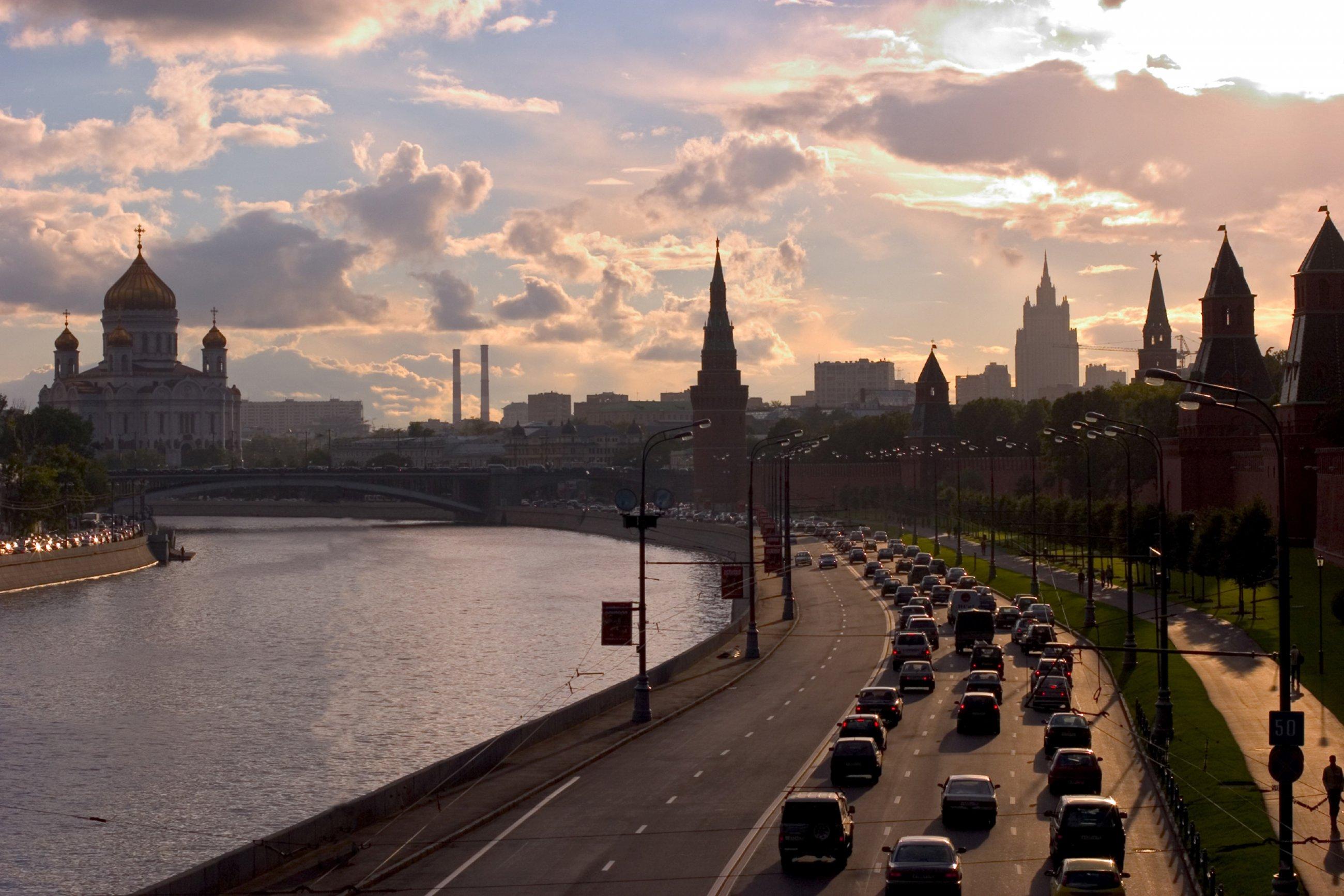 https://bubo.sk/uploads/galleries/5055/kremlevskaya-naberezhnaja-moscow.hires.jpg