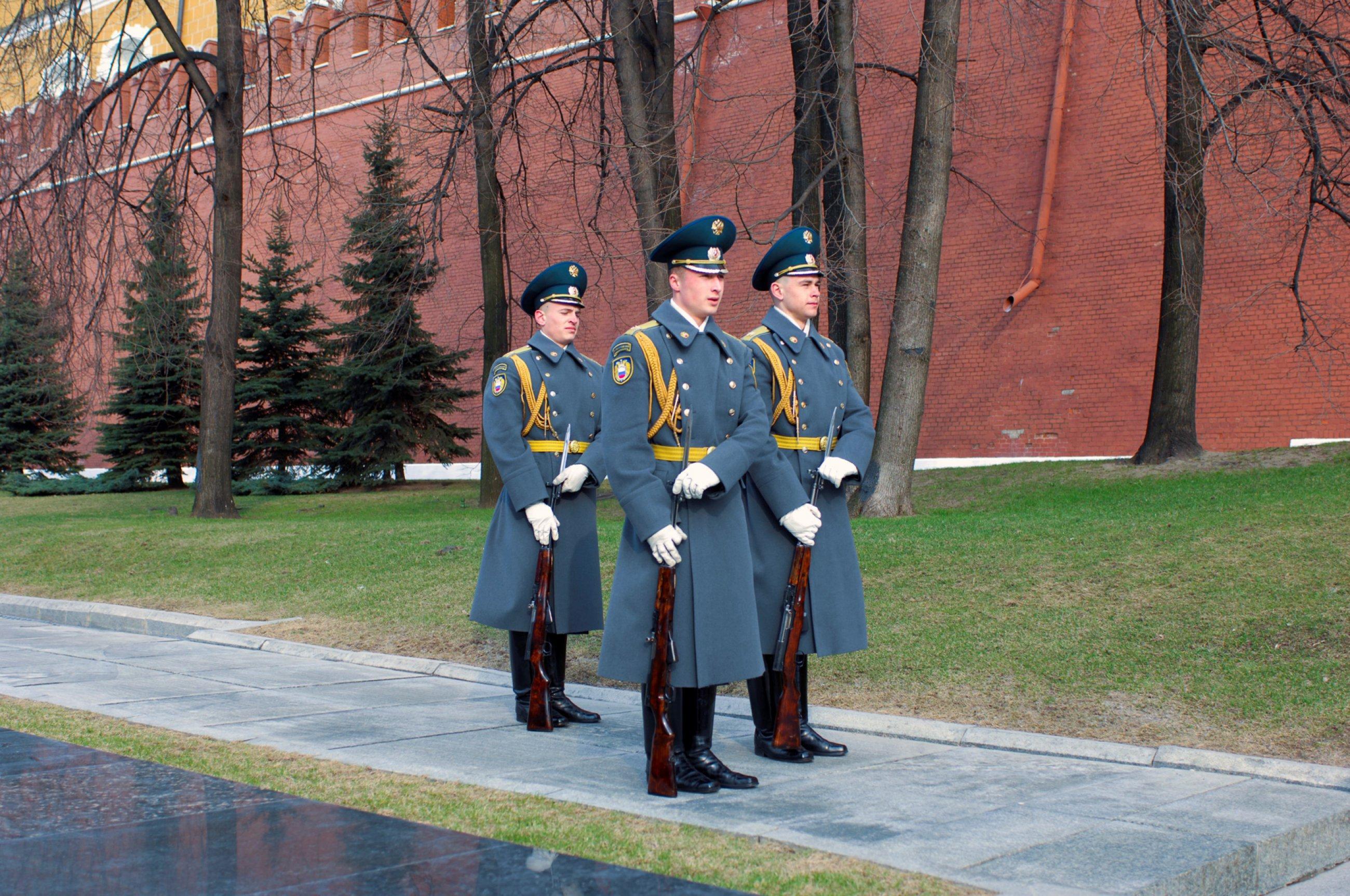 https://bubo.sk/uploads/galleries/5055/kremlin-regiment-changing-of-the-guard-moscow-2007-07.jpg