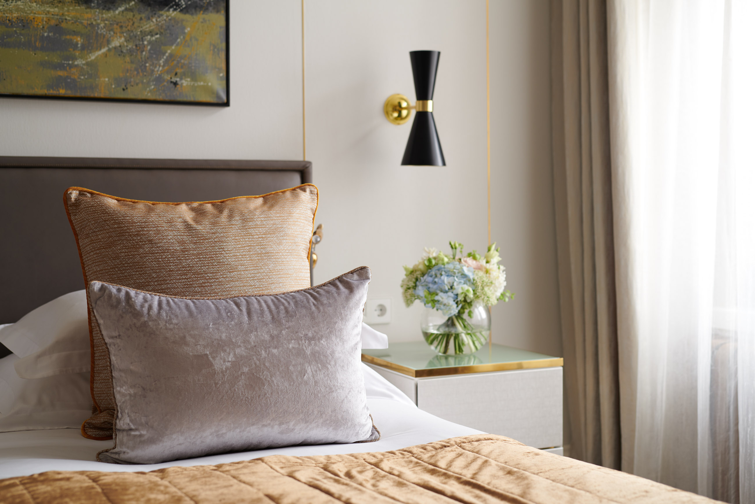 https://bubo.sk/uploads/galleries/5056/corinthia_st_petersburg_signaturesuite_bedroom_detail.jpg