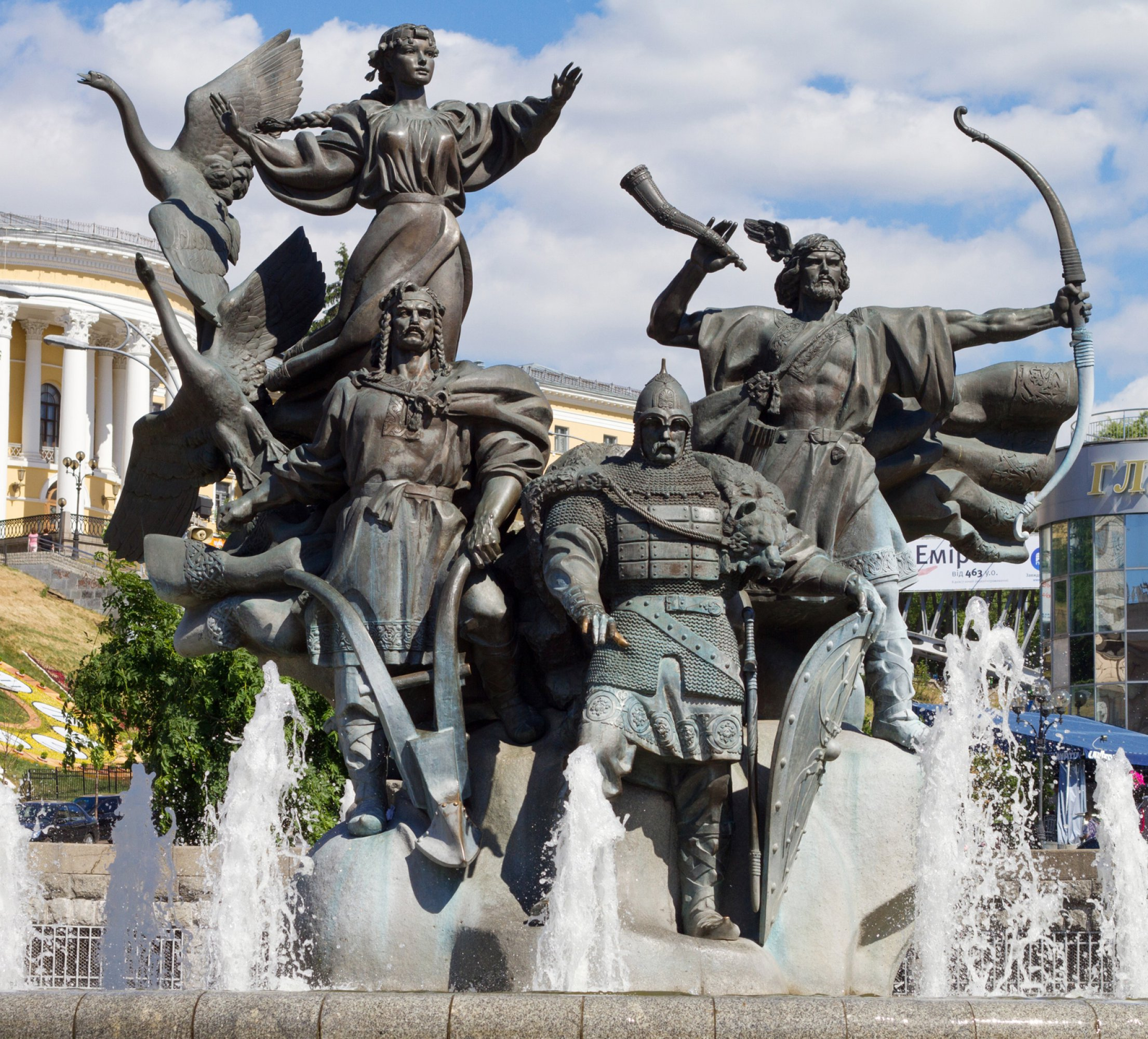 https://bubo.sk/uploads/galleries/5056/ukrajina-monument-of-city-founders-at-independence-square-in-kiev.jpg