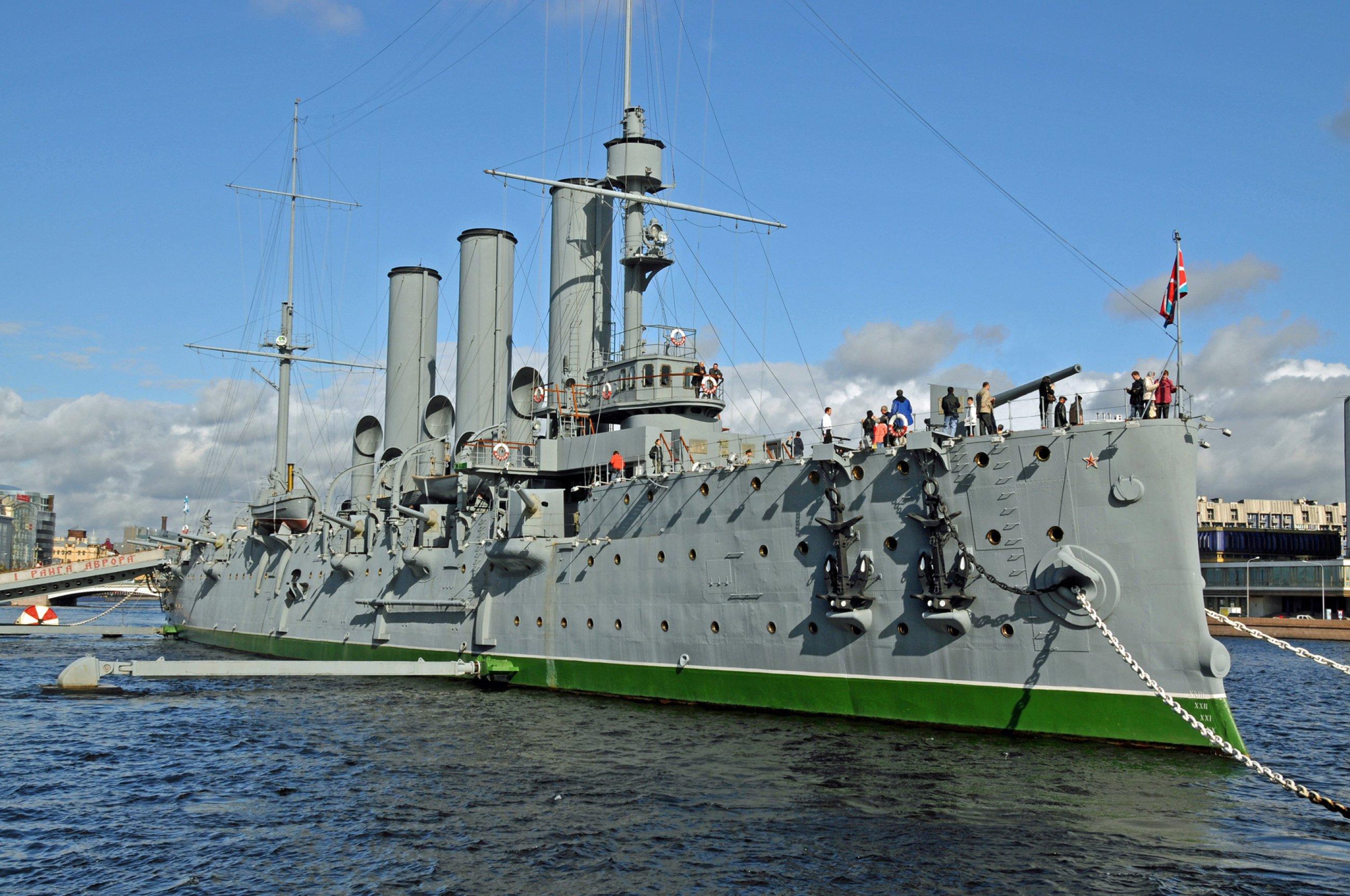 https://bubo.sk/uploads/galleries/5056/wikipedia-russian-cruiser-aurora-moored-in-saint-petersburg-22-sept-2009.jpg