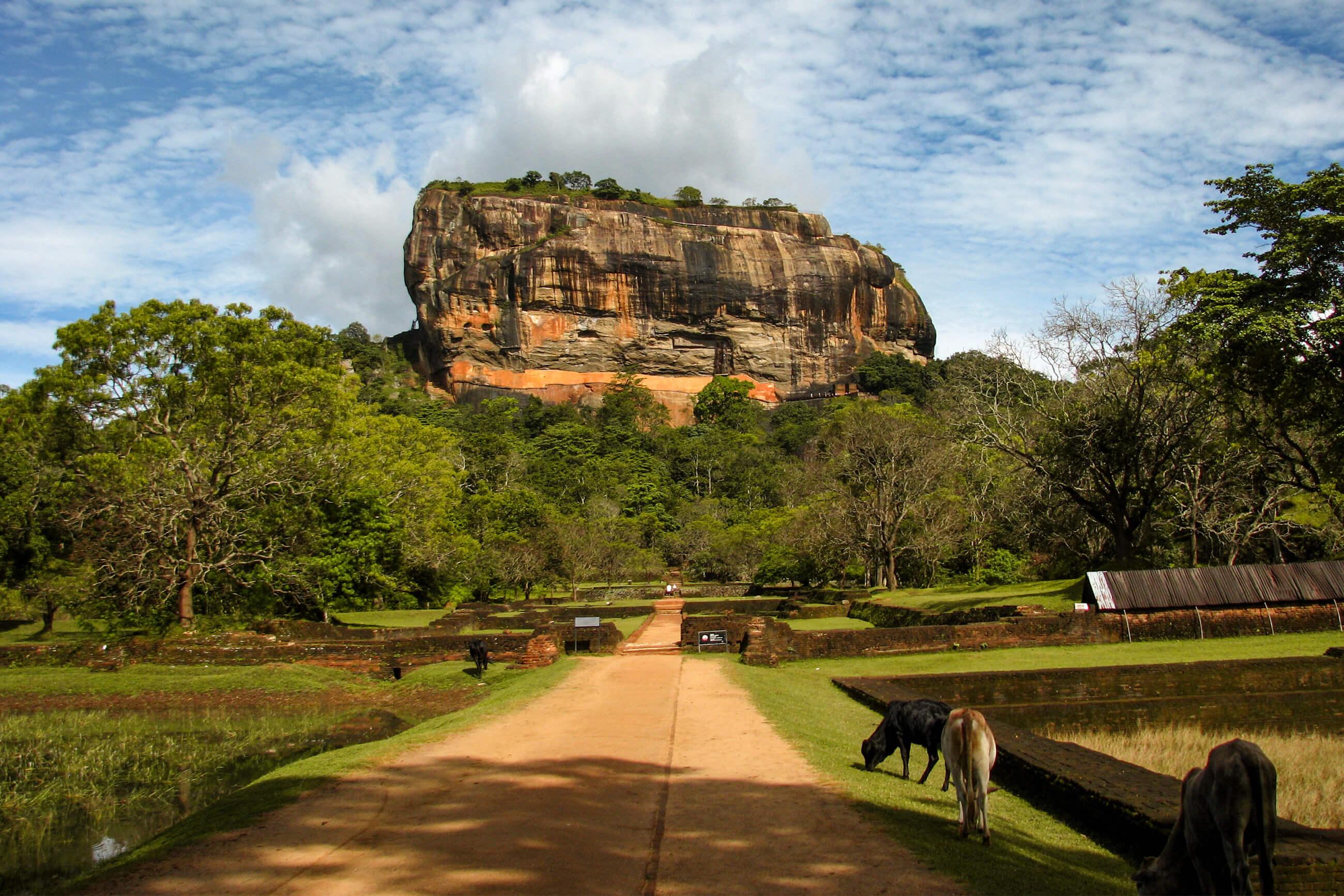 https://bubo.sk/uploads/galleries/5058/archiv_srilanka_sigiriyarock.jpg