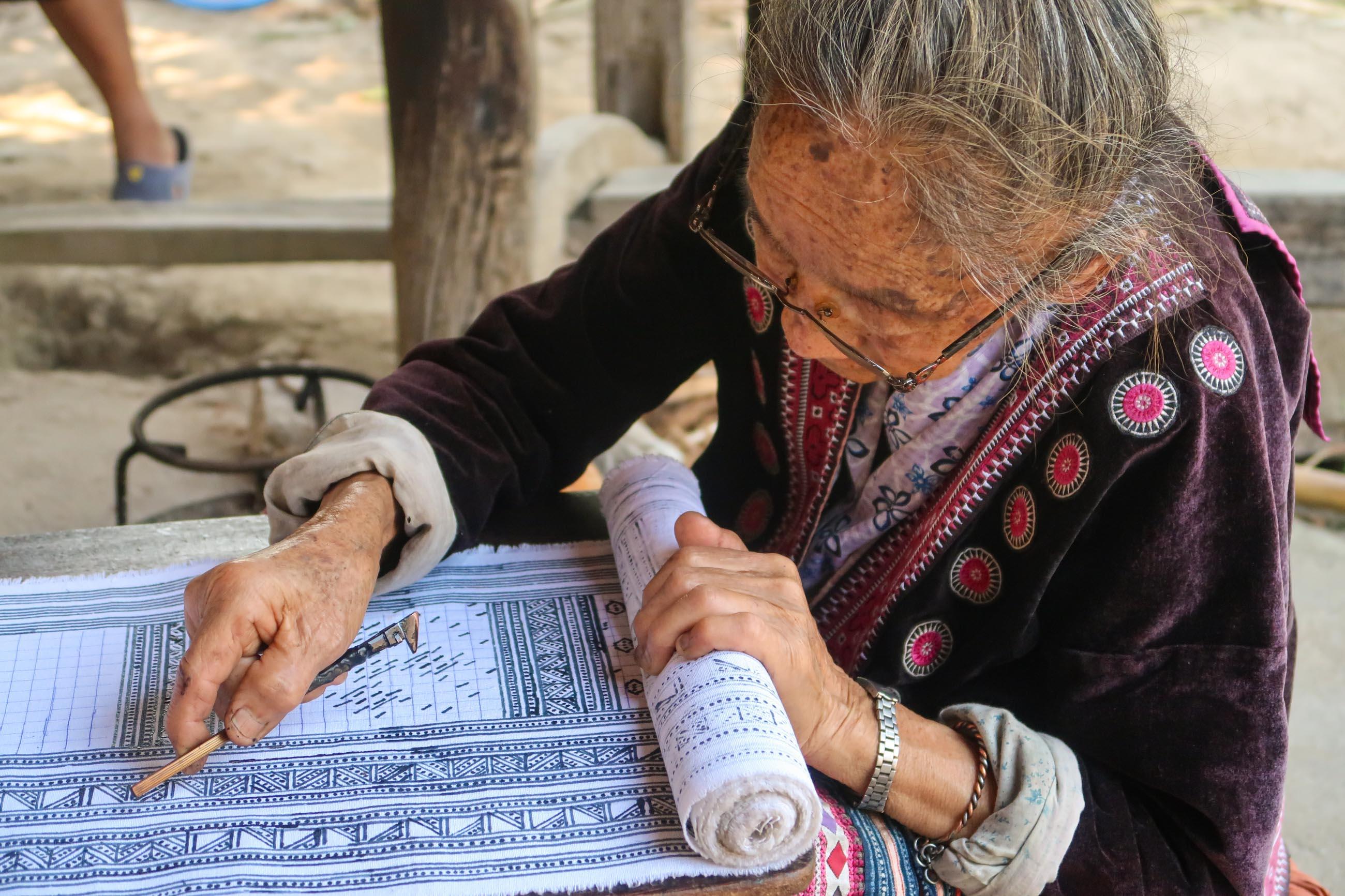 https://bubo.sk/uploads/galleries/5063/patricia_mrazkova_thajsko_dedinka_baan_tong_luang_kmen_hmong_1.jpg