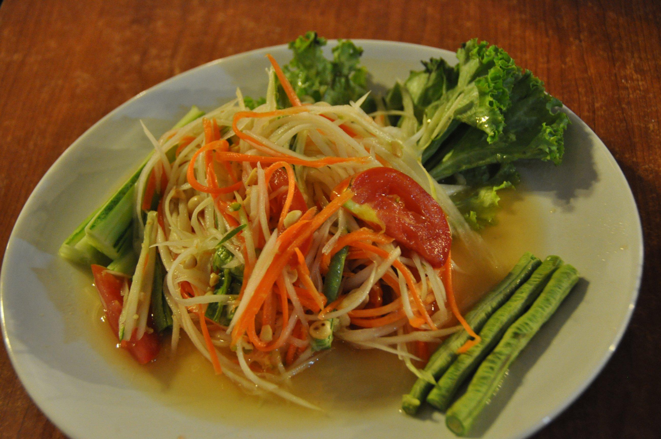 https://bubo.sk/uploads/galleries/5064/food-tomas-kubus-papajovy-salat-som-tam-patri-k-najlepsim-thajskym-salatom.jpg
