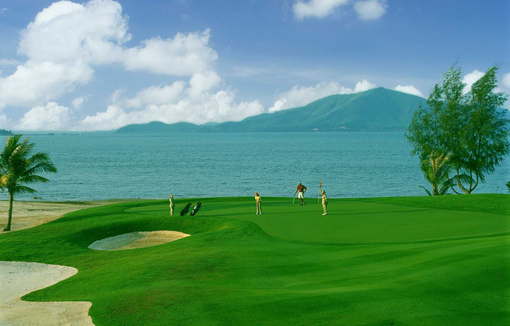 https://bubo.sk/uploads/galleries/5064/mission_hills_phuket_golf_resort_and_spa_cover_picture.jpg