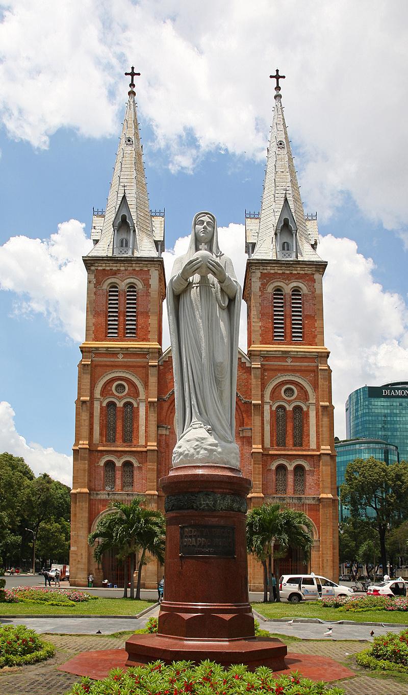 https://bubo.sk/uploads/galleries/5067/dusanvalovic_vietnam_saigon_katedrala.jpg