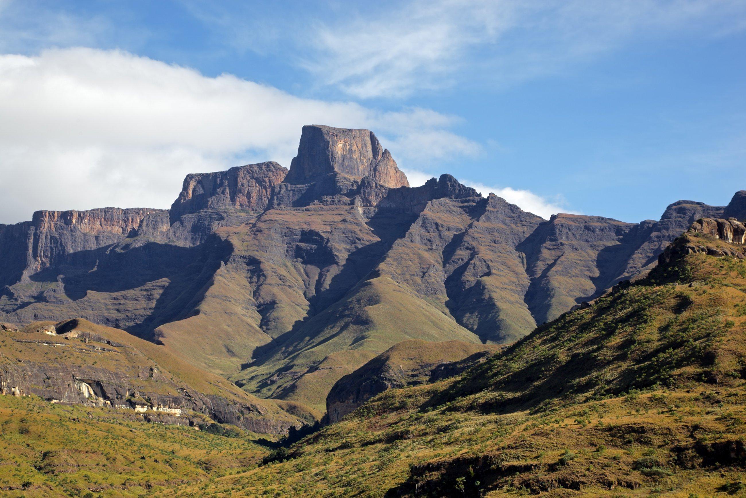 https://bubo.sk/uploads/galleries/7302/jar-sentinal-peak-in-the-amphiteater-of-the-drakensberg-mountains-royal-natal-national-park.jpg