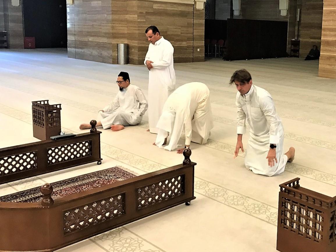 https://bubo.sk/uploads/galleries/7313/bahrajn-ale-lubo-sa-modli.jpg