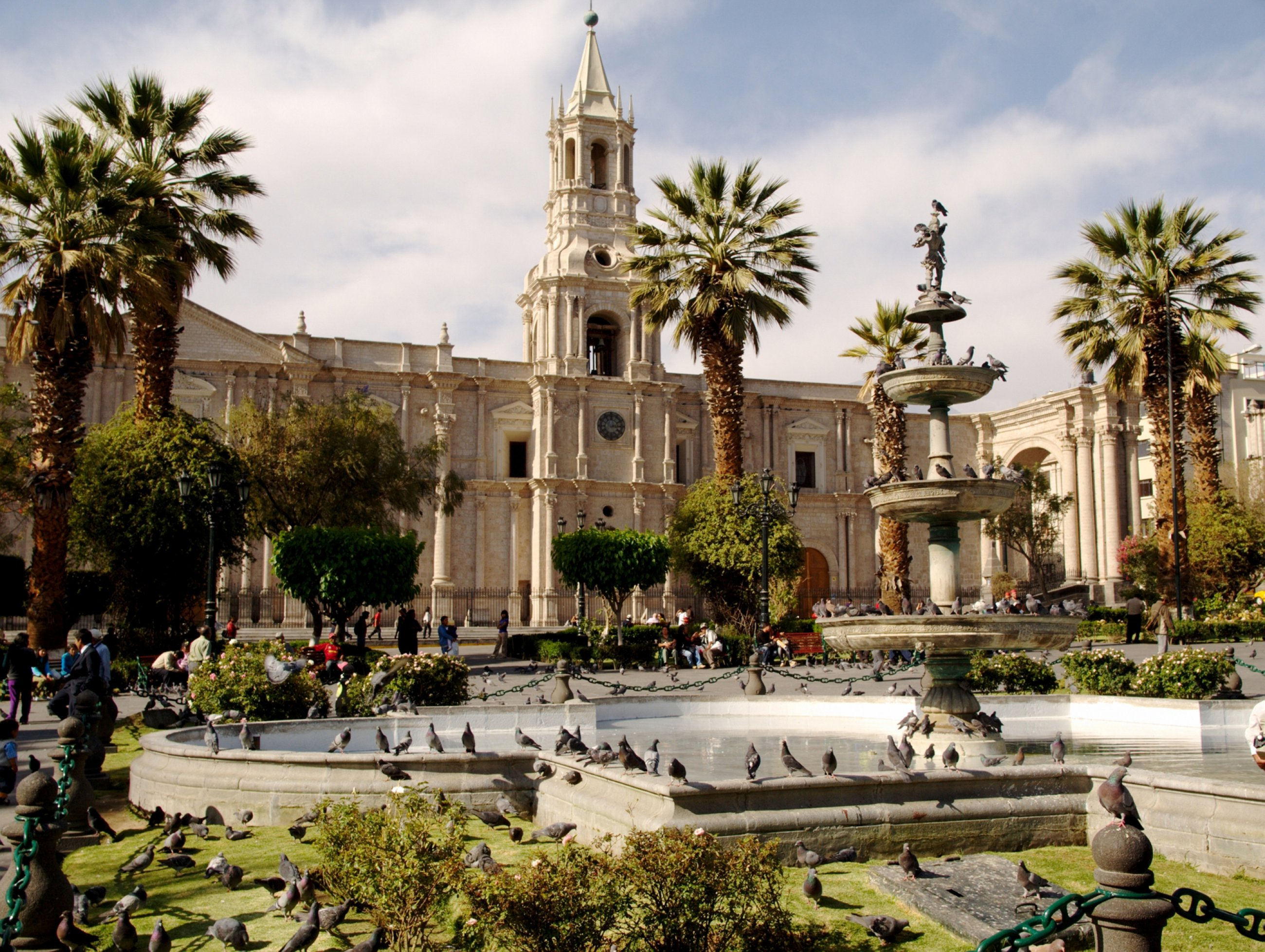 https://bubo.sk/uploads/galleries/7314/peru-main-plaza-in-arequipa.jpg