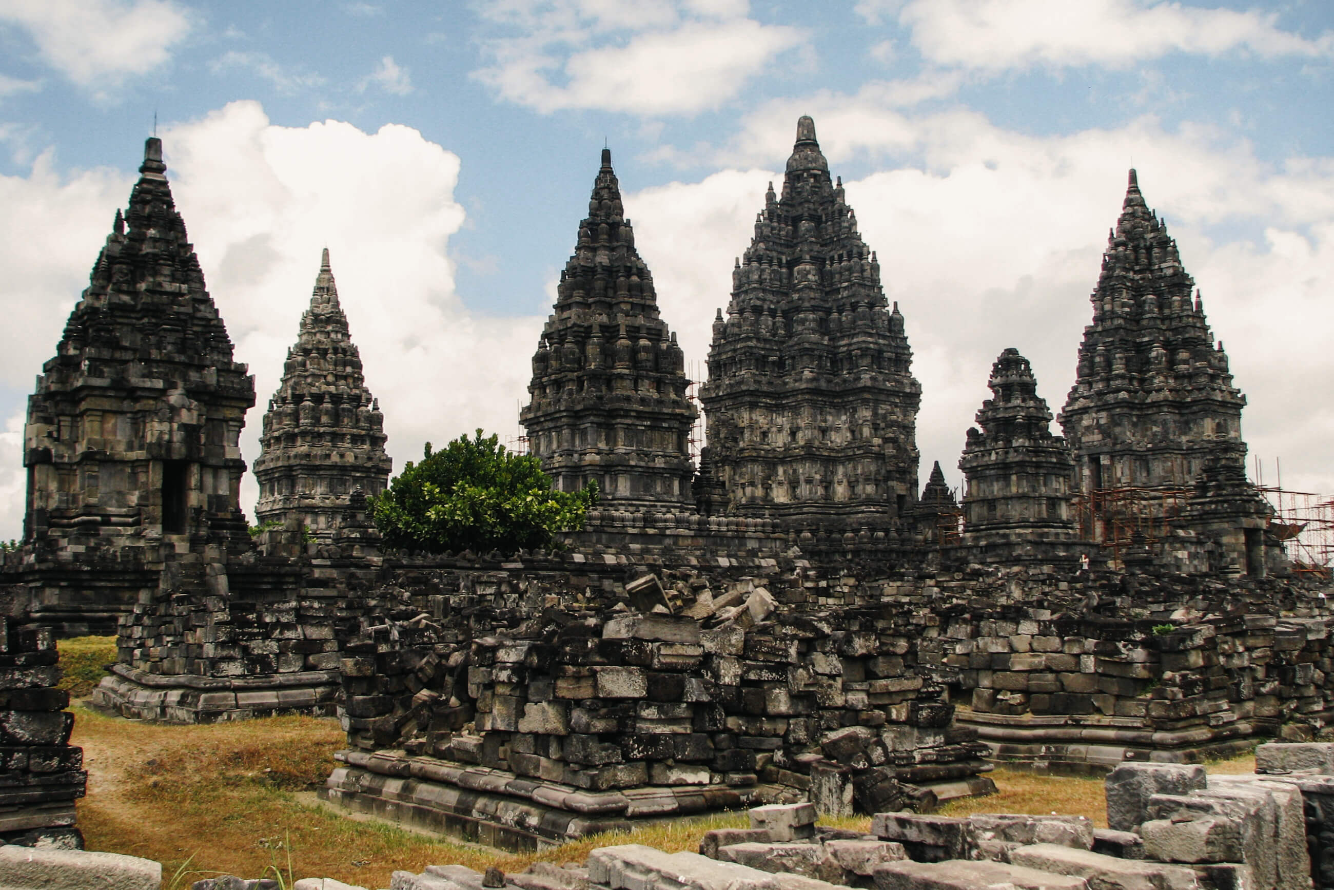 https://bubo.sk/uploads/galleries/7329/jozefharvanek_indonezia_java_266-hinduisticky-komplex-chramov-prambanan-14.jpg
