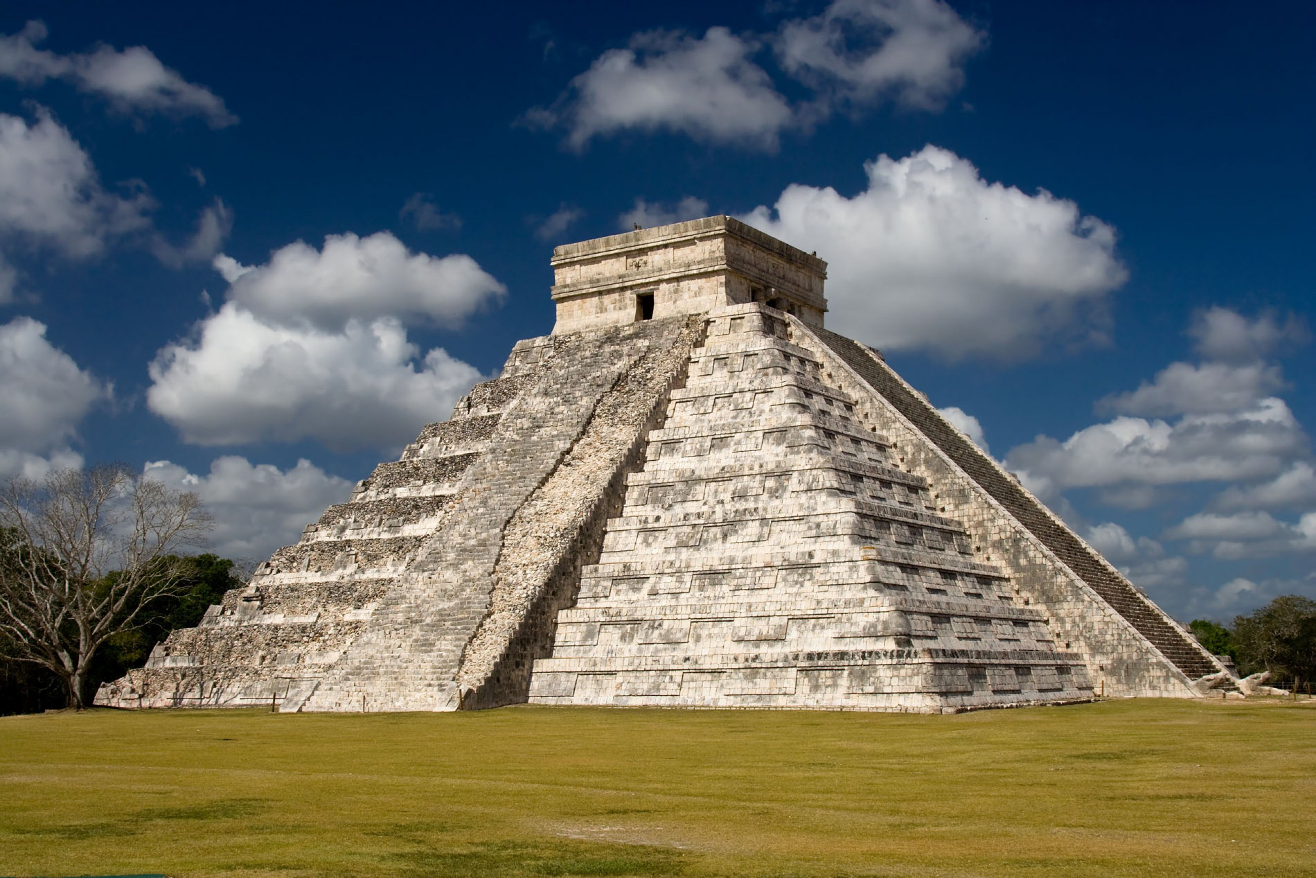 https://bubo.sk/uploads/galleries/7336/chichen-itza-dreamstime-xl-23603210.jpg