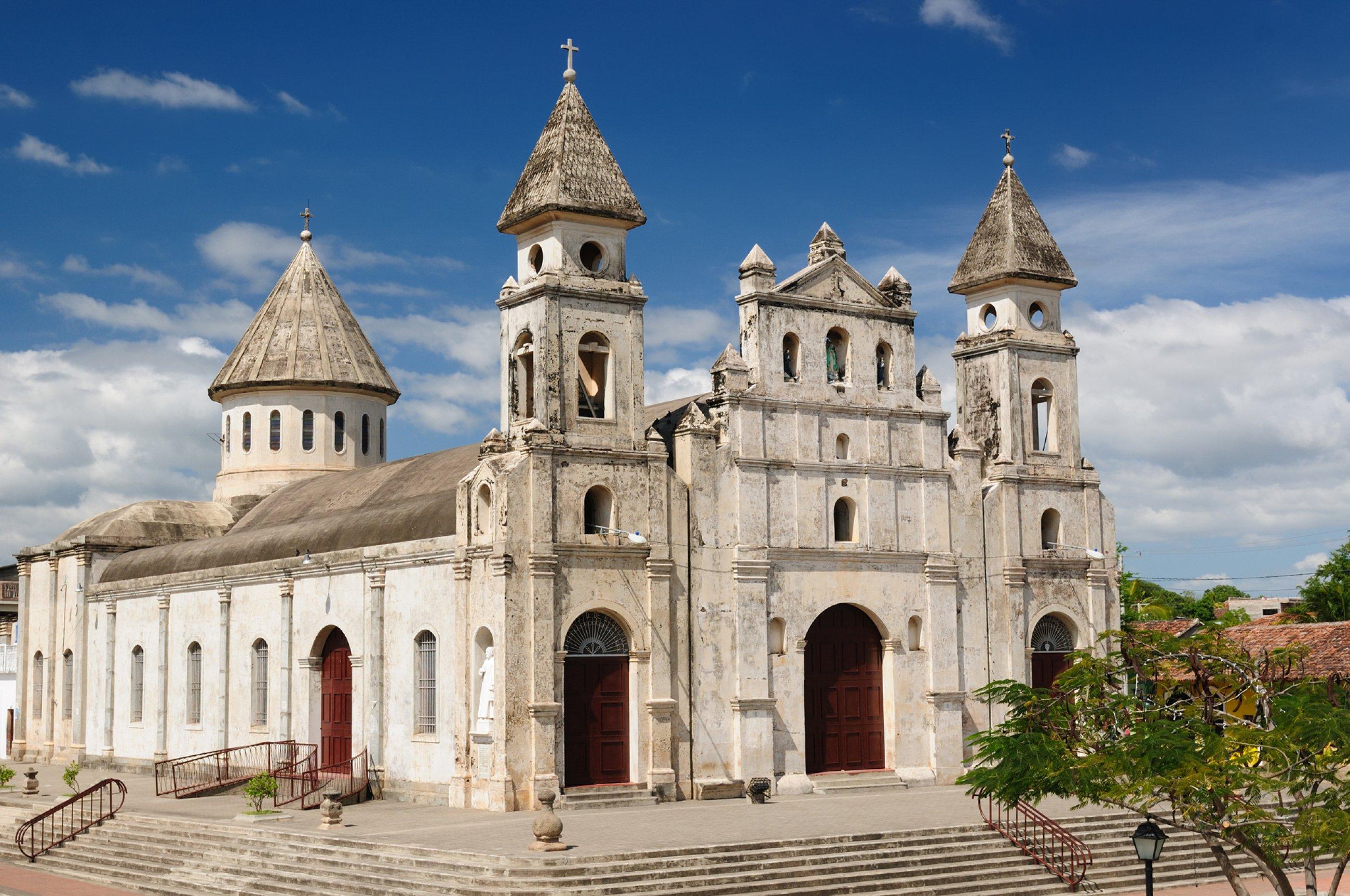 https://bubo.sk/uploads/galleries/7338/nikaragua-granada-the-colonial-oldest-spanish-city-in-nicaragua.jpg