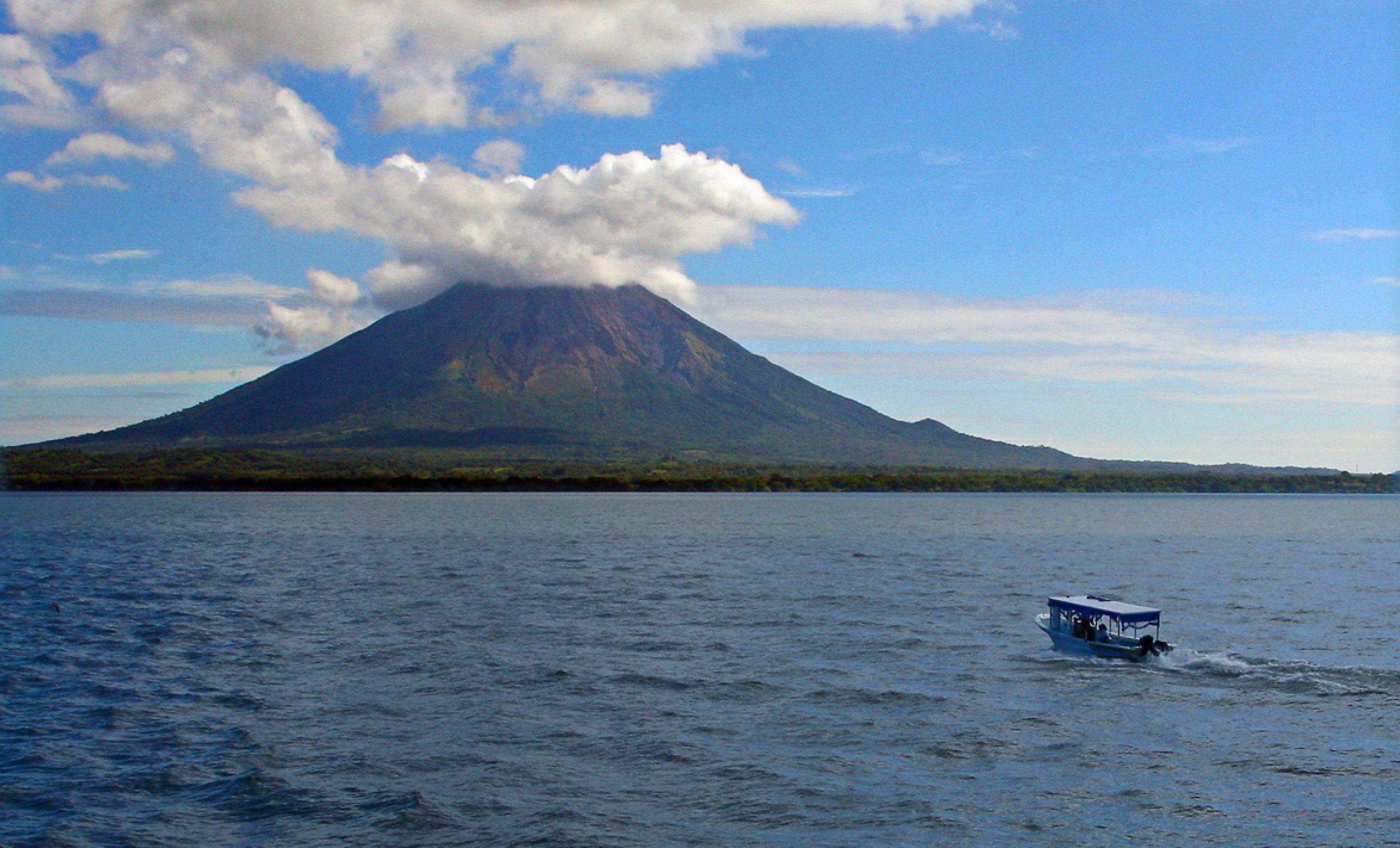 https://bubo.sk/uploads/galleries/7338/nikaragua-sopka-koncepcion-na-ostrove-ometepe.jpg