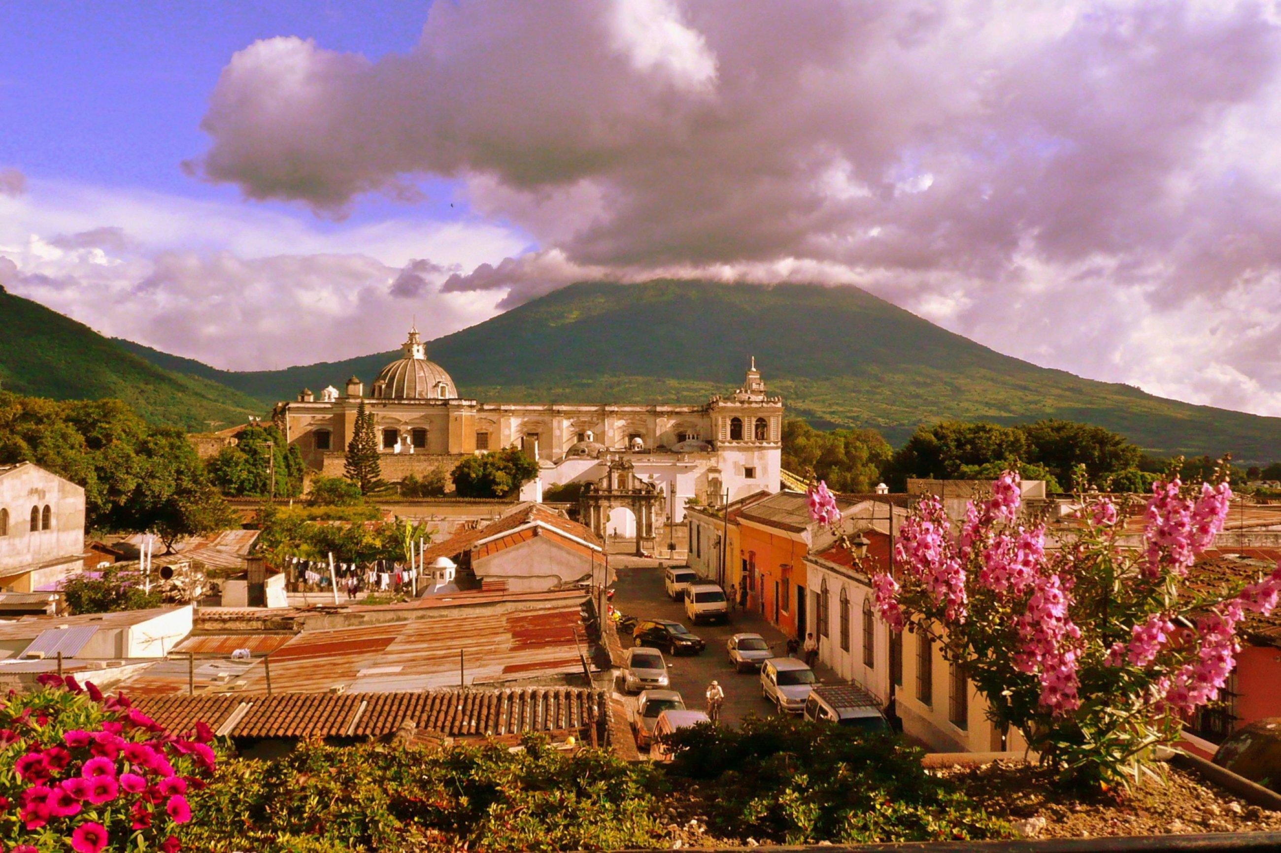 https://bubo.sk/uploads/galleries/7338/san-francisco-church-antigua-guatemala-dreamstime-xl-12348942.jpg
