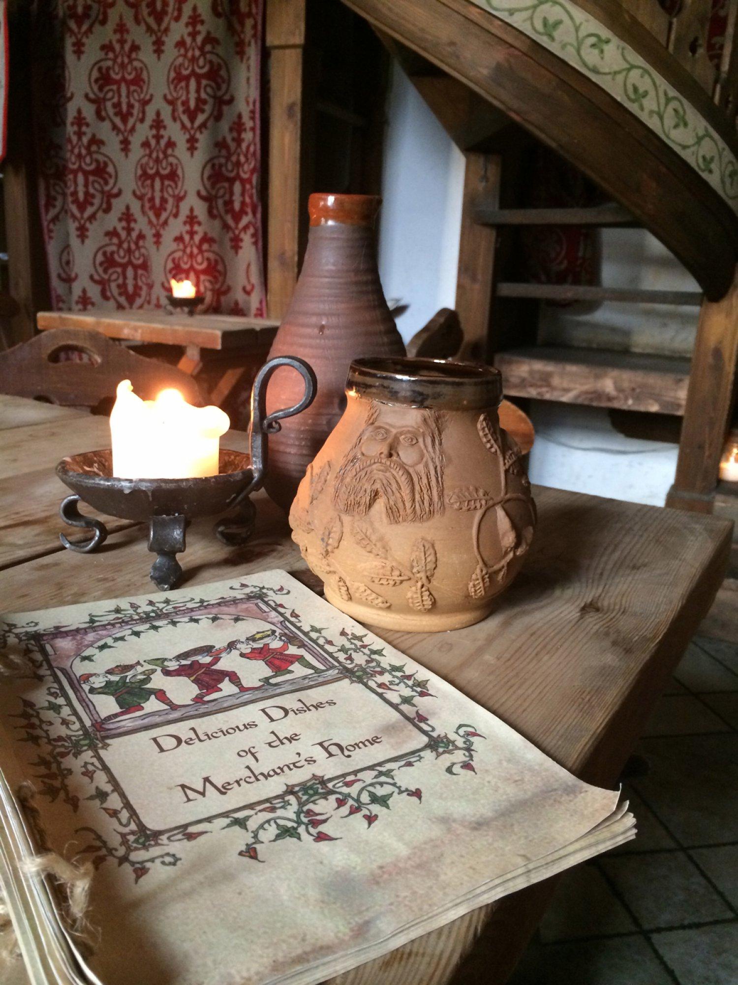https://bubo.sk/uploads/galleries/7342/estonsko-chute-stredoveku-v-olde-hansa-restauracii-tallinn.jpg