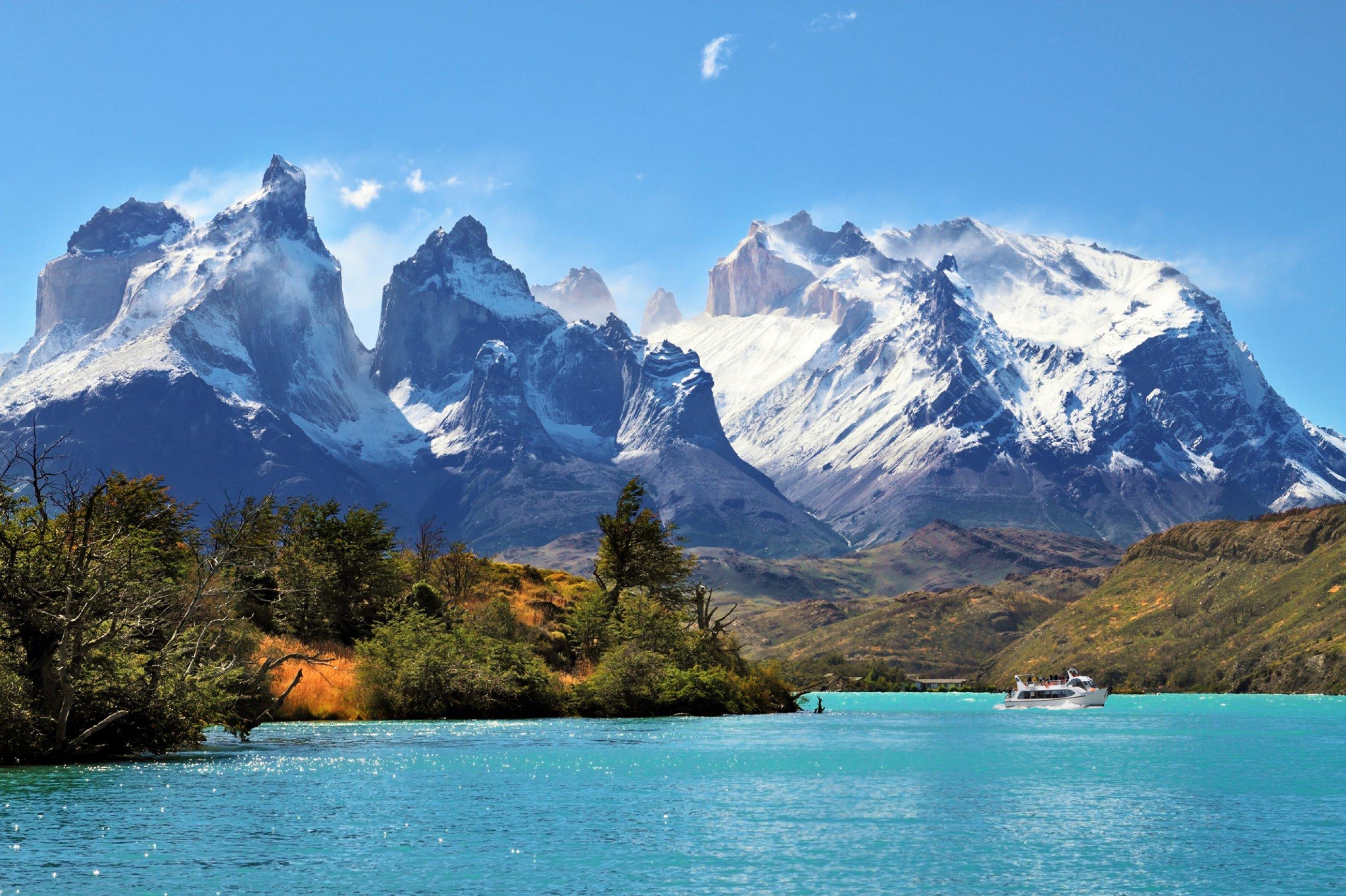 https://bubo.sk/uploads/galleries/7343/patagonia-torres-dreamstime-xl-37444537.jpg
