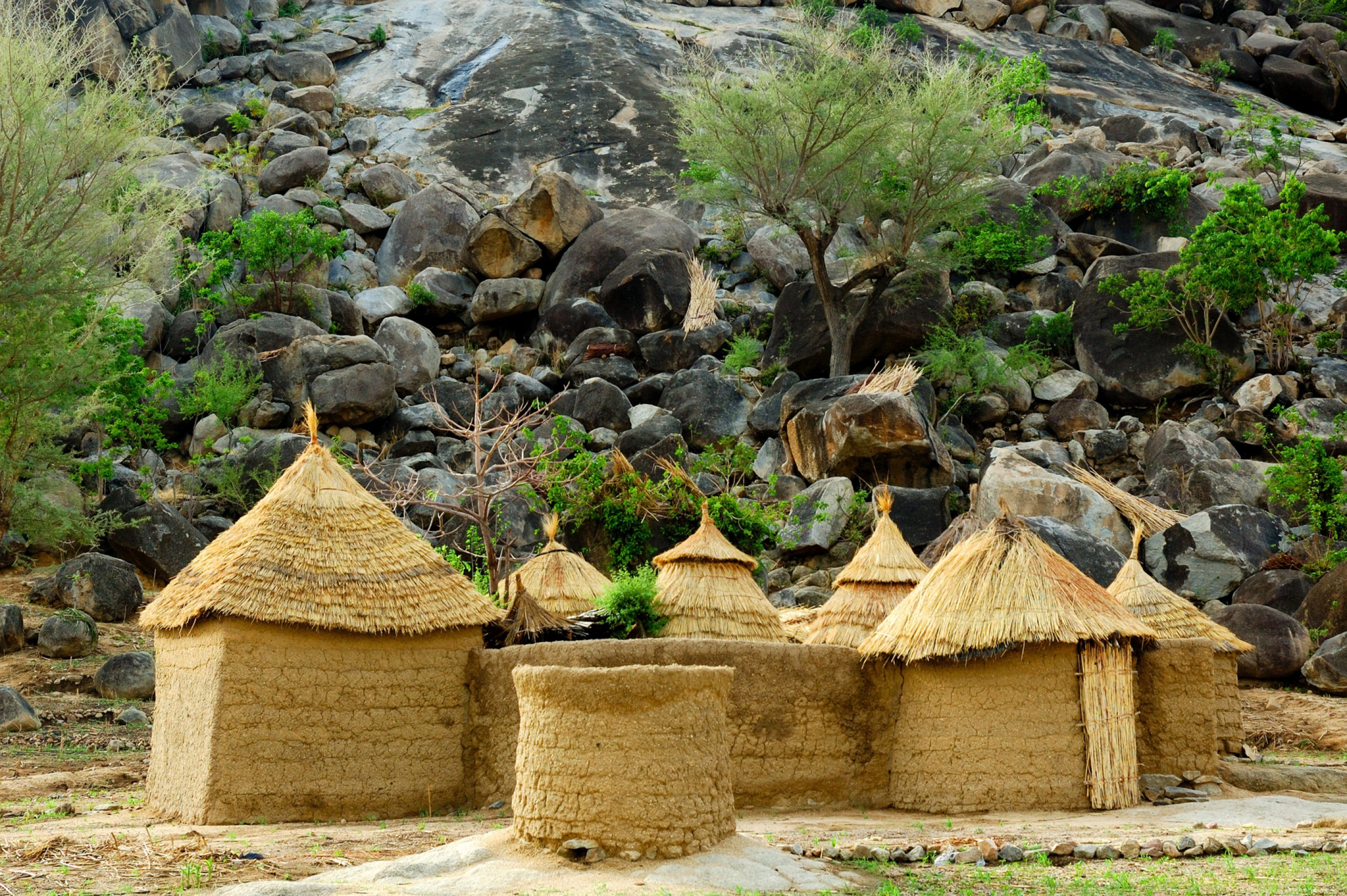https://bubo.sk/uploads/galleries/7346/kamerun-mud-house-in-the-mandara-mountains-region-of-cameroon-west-africa.jpg