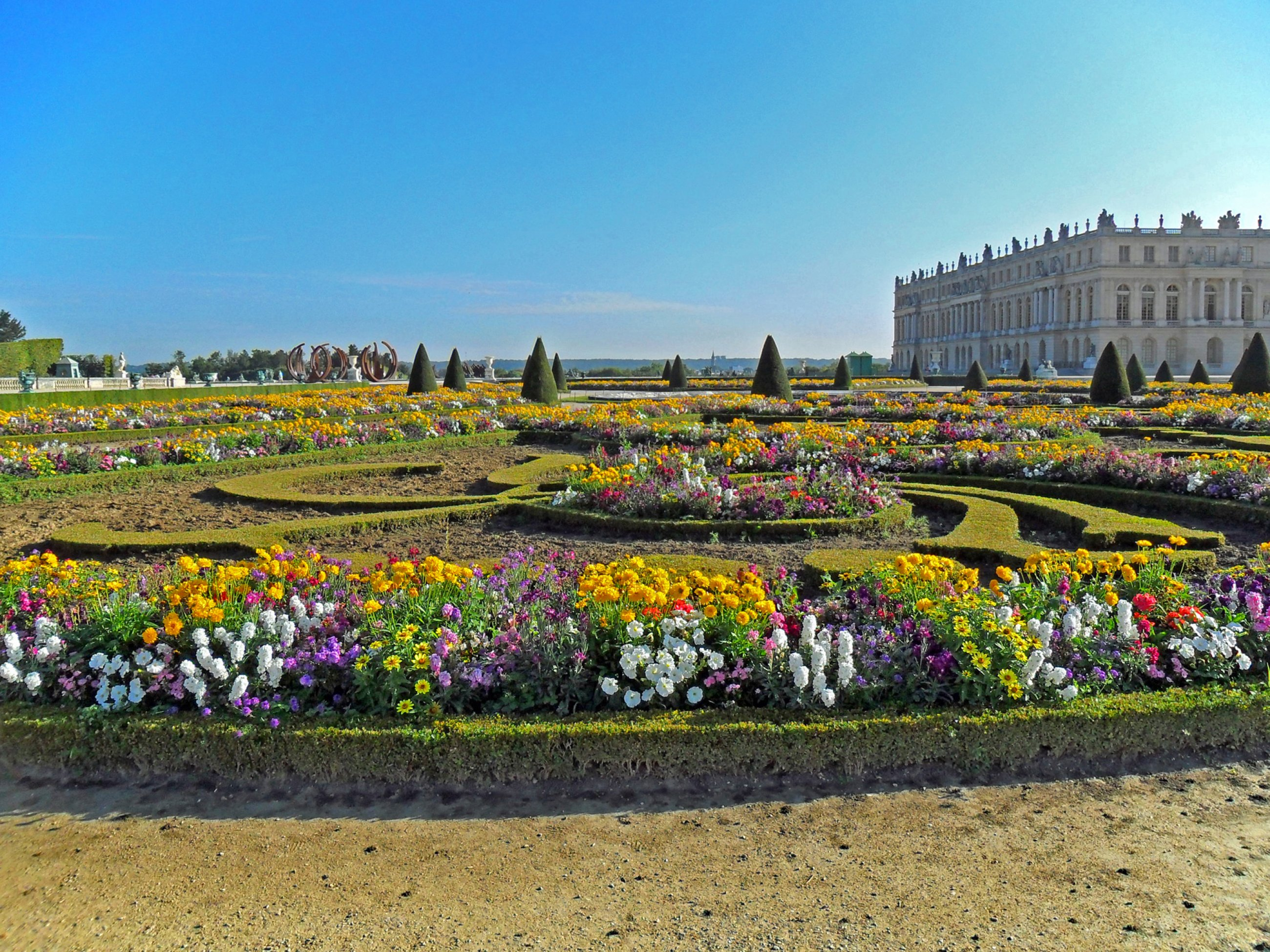 https://bubo.sk/uploads/galleries/7350/wikipedia-garden-facade-of-the-palace-of-versailles-3.jpg