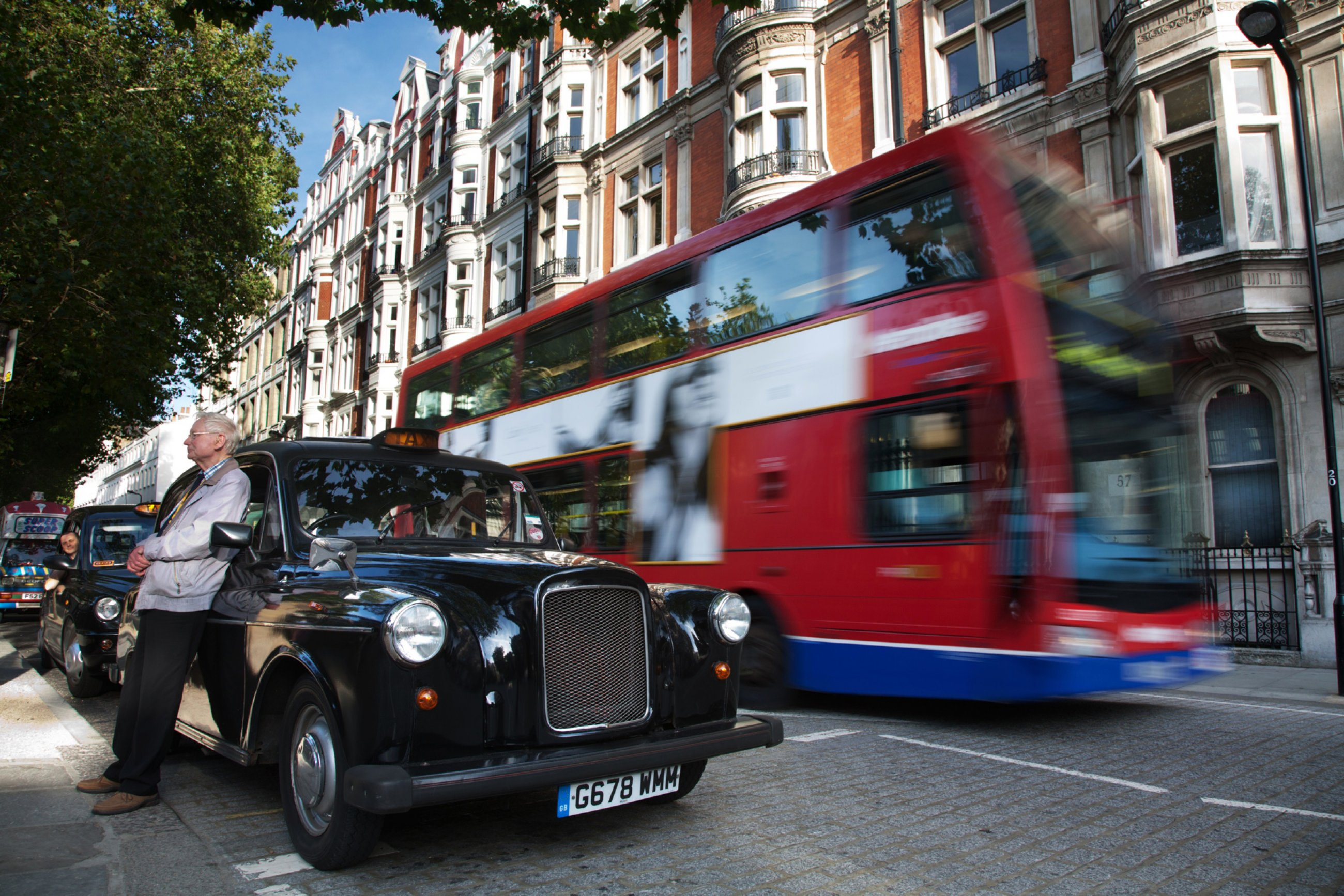 https://bubo.sk/uploads/galleries/7350/wikipedia-london-cabbie-and-taxi-2488.jpg