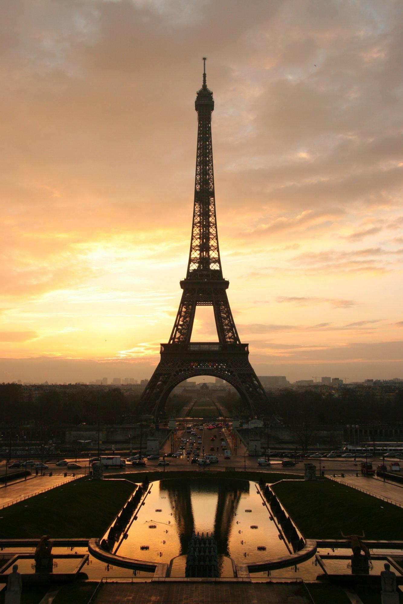 https://bubo.sk/uploads/galleries/7350/wikipedia-tour-eiffel-at-sunrise-from-the-trocadero.jpg