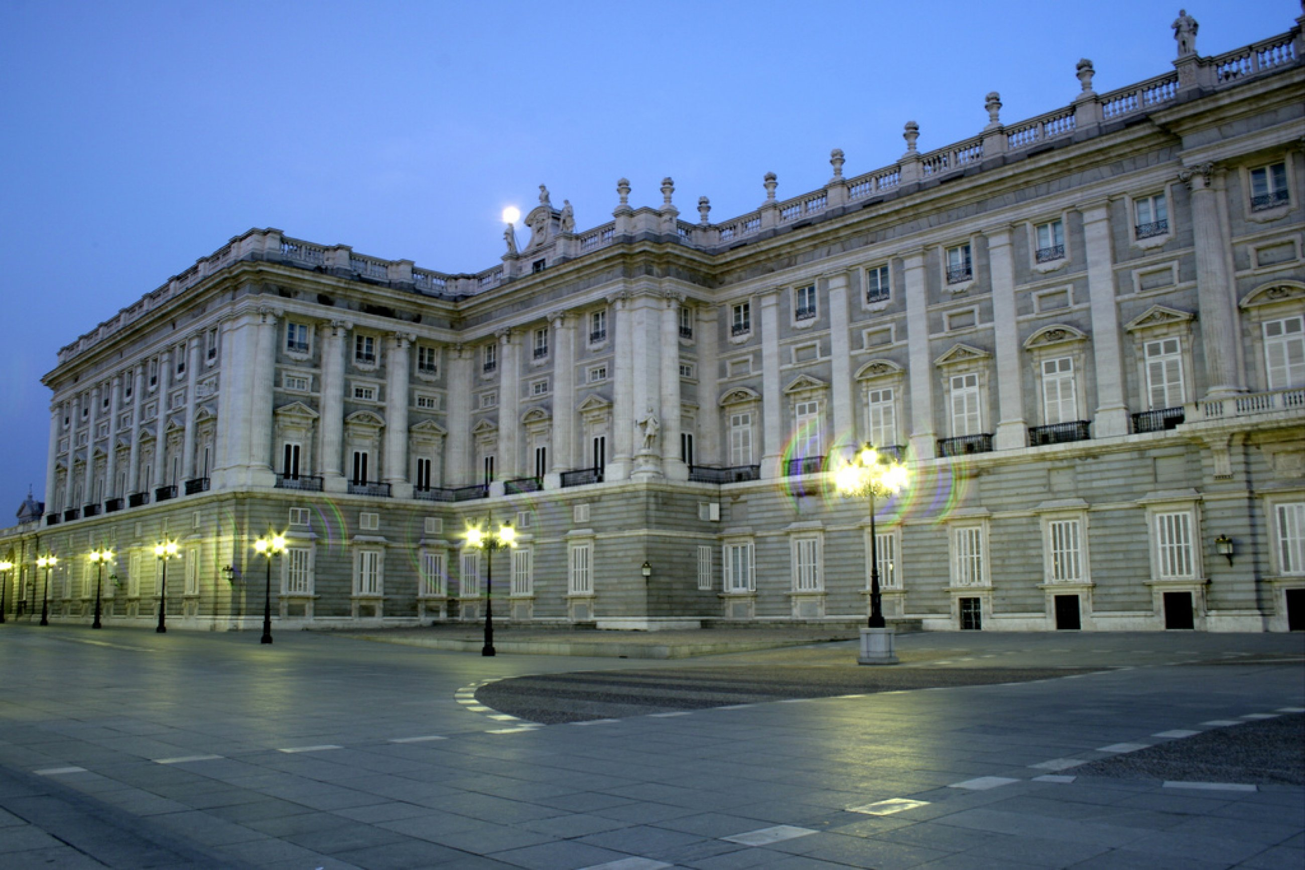 https://bubo.sk/uploads/galleries/7351/fachada-del-palacio-real.-plaza-de-oriente.jpg