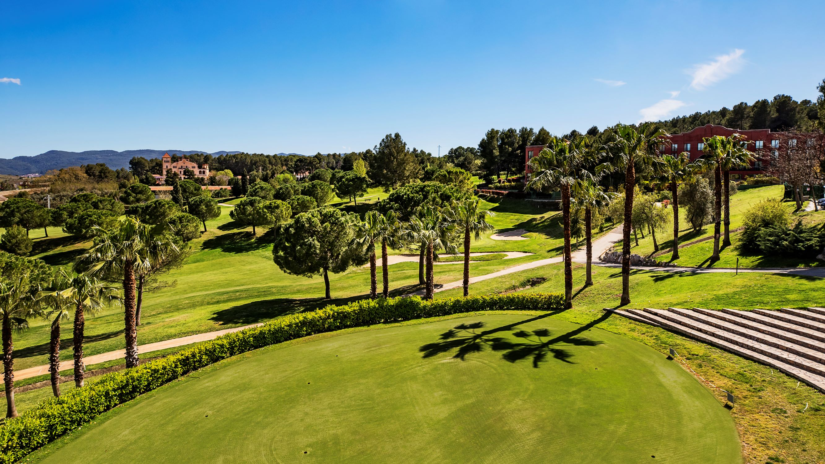 https://bubo.sk/uploads/galleries/7351/golf-de-barcelona.jpg
