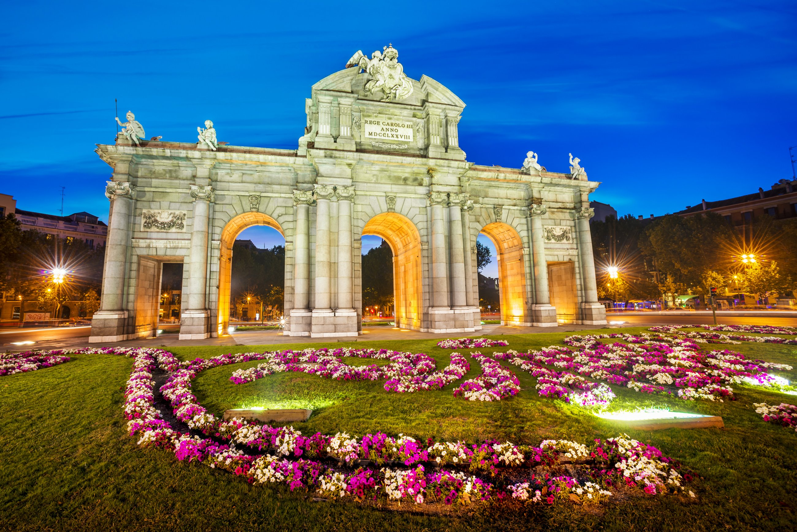 https://bubo.sk/uploads/galleries/7351/spaneilsko-famous-puerta-de-alcala-madrid-cibeles-district.jpg