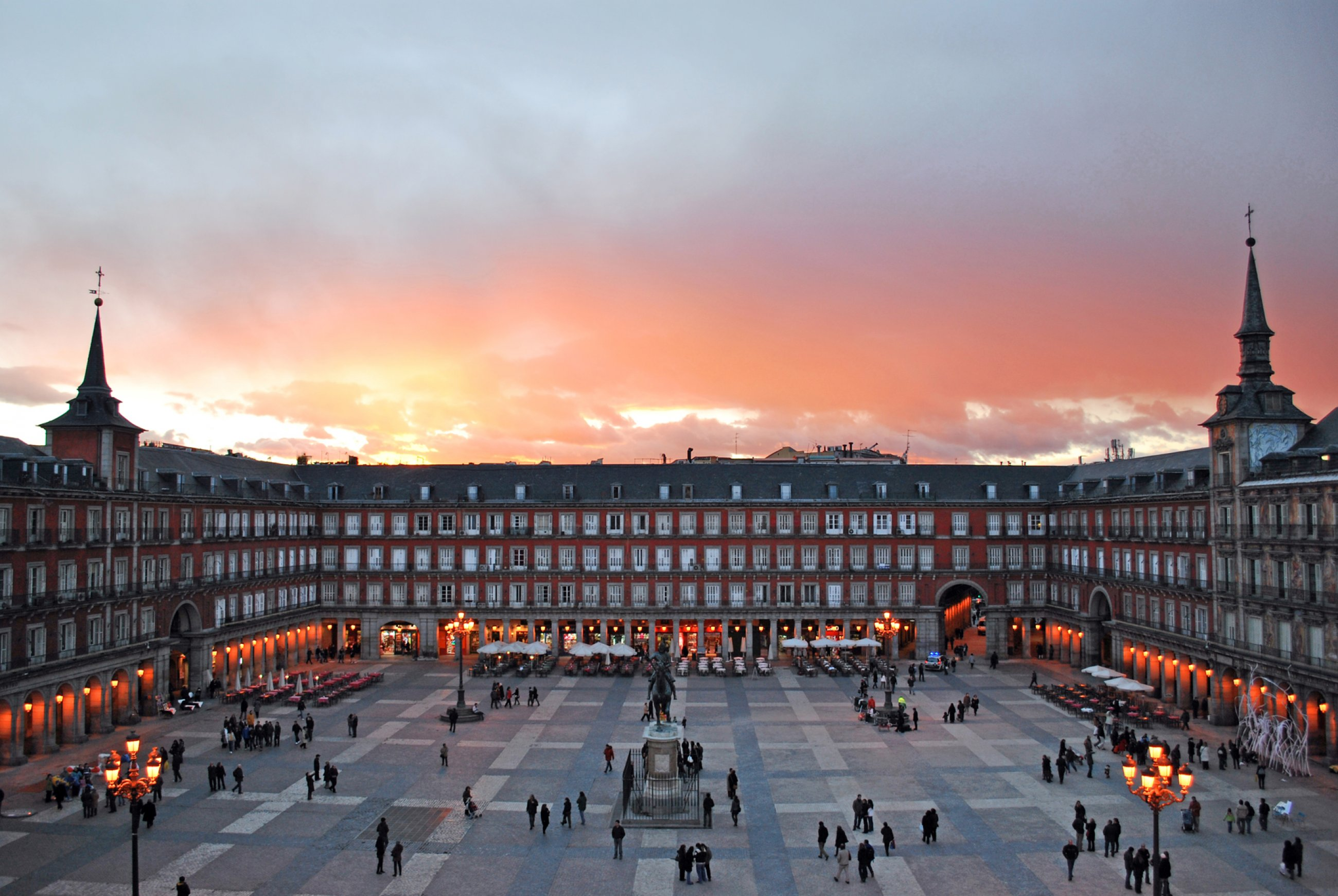 https://bubo.sk/uploads/galleries/7351/wikipedia-plaza-mayor-de-madrid-02.jpg