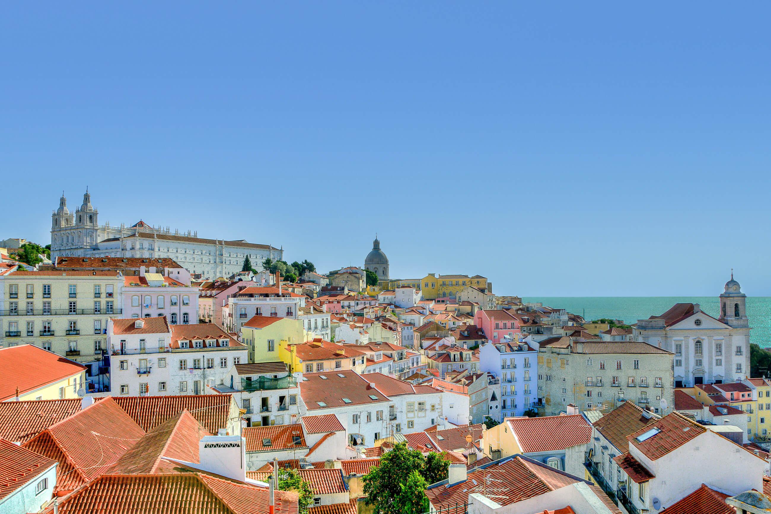 https://bubo.sk/uploads/galleries/7377/city-houses-lisbon-9253.jpg