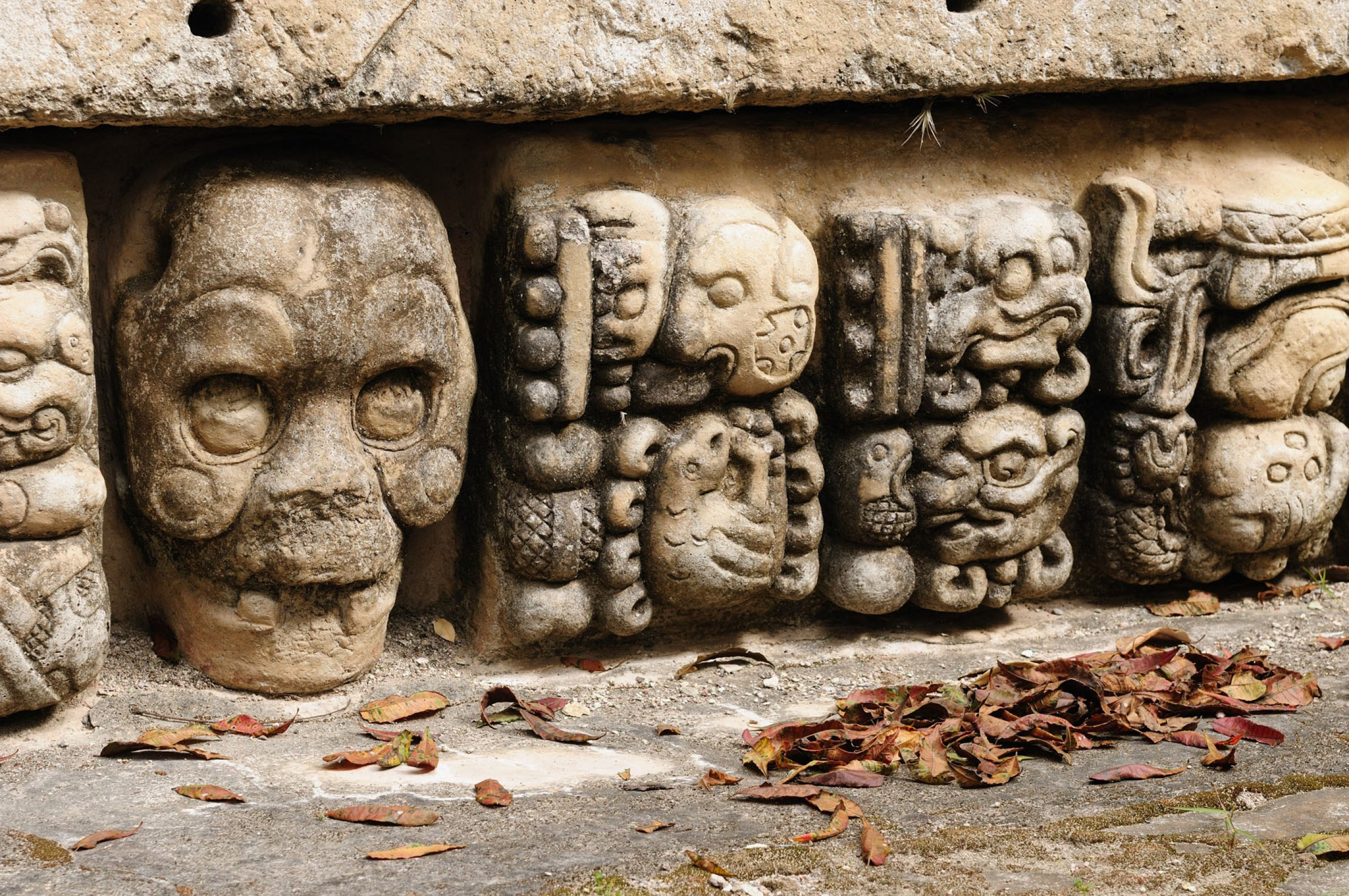 https://bubo.sk/uploads/galleries/7388/copan-mayan-ruins-in-honduras-dreamstime-xl-29453483.jpg