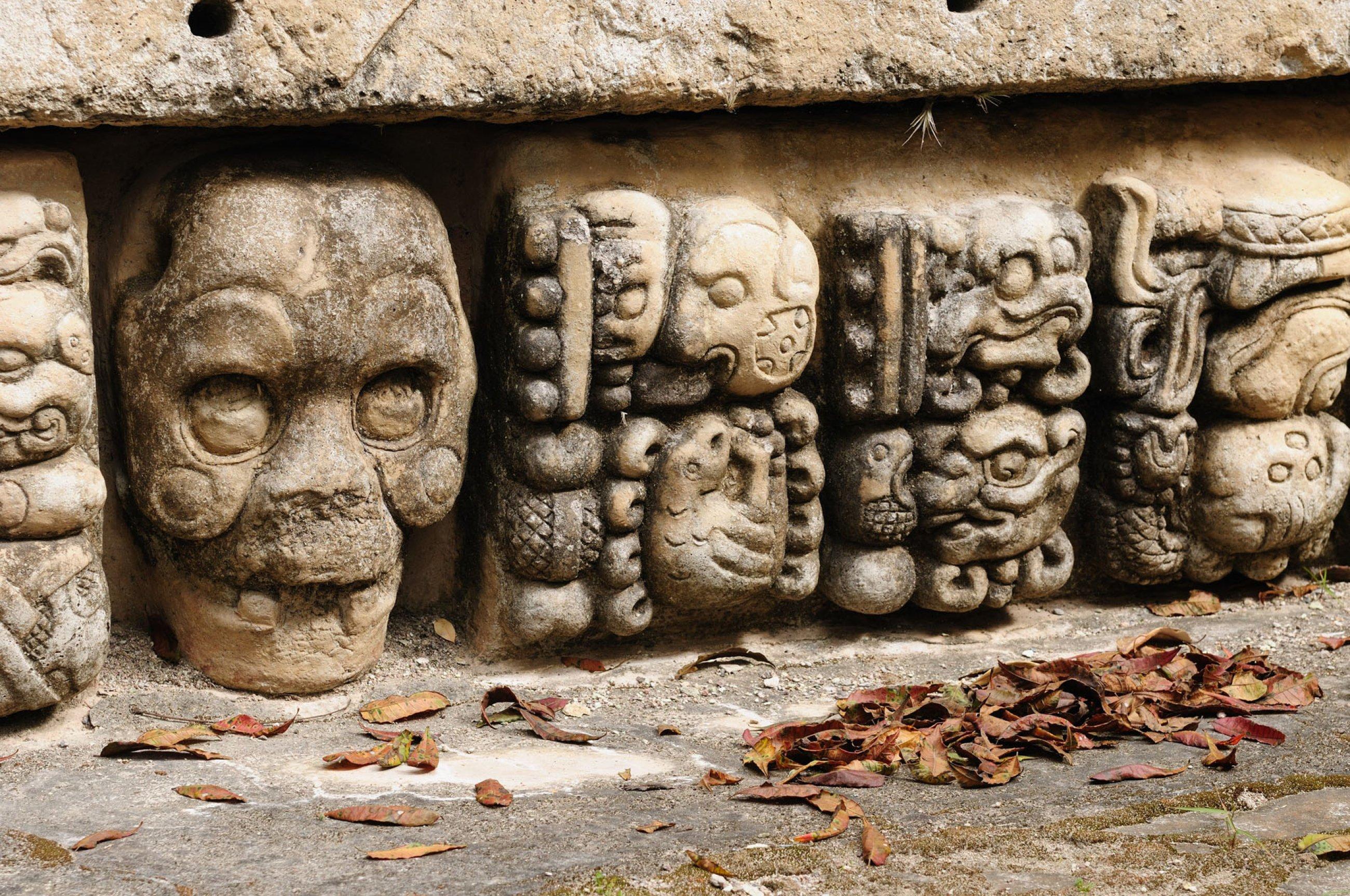 https://bubo.sk/uploads/galleries/7388/copan-mayan-ruins-in-honduras-dreamstime-xl-29453483.jpg