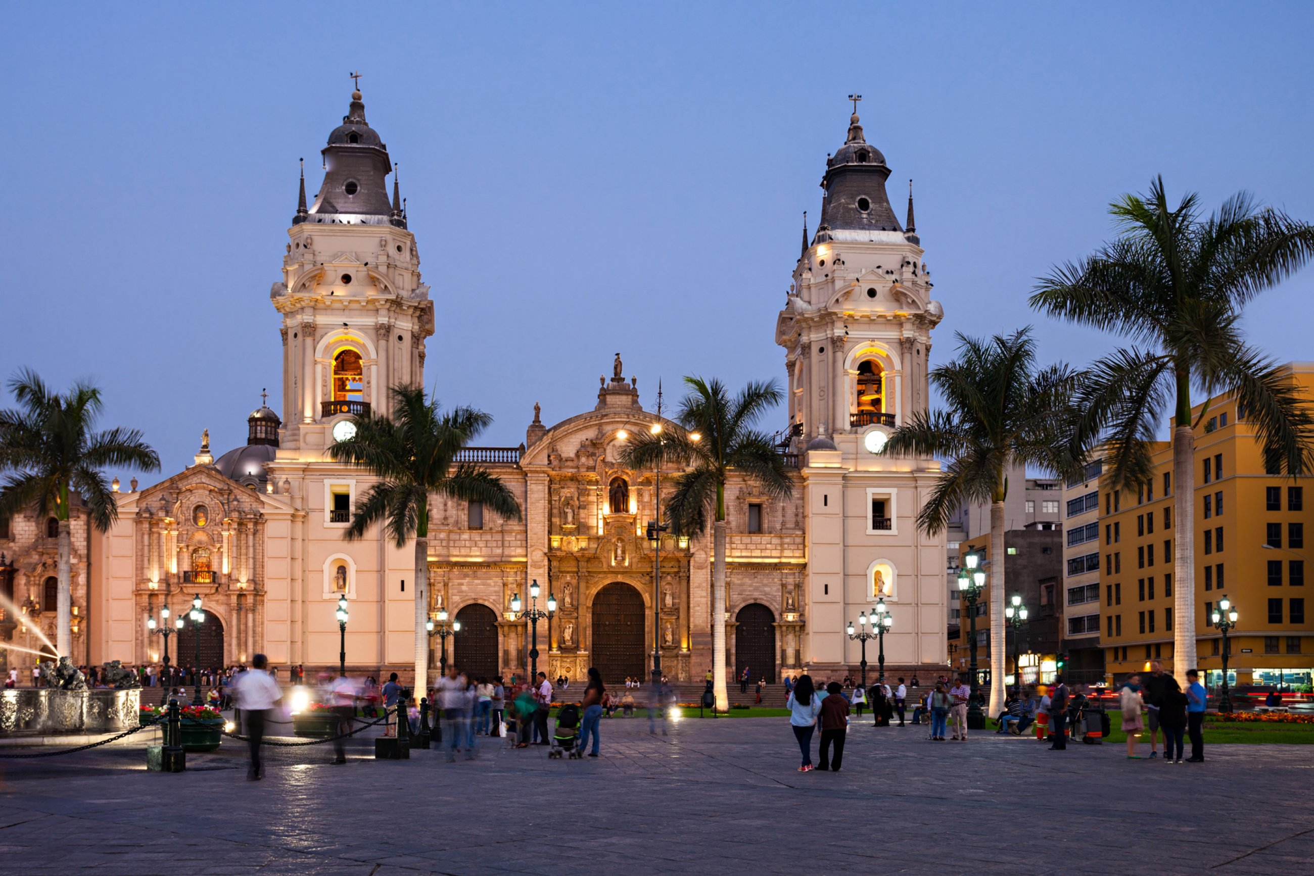 https://bubo.sk/uploads/galleries/7397/peru-lima-shutterstock-328809953.jpg