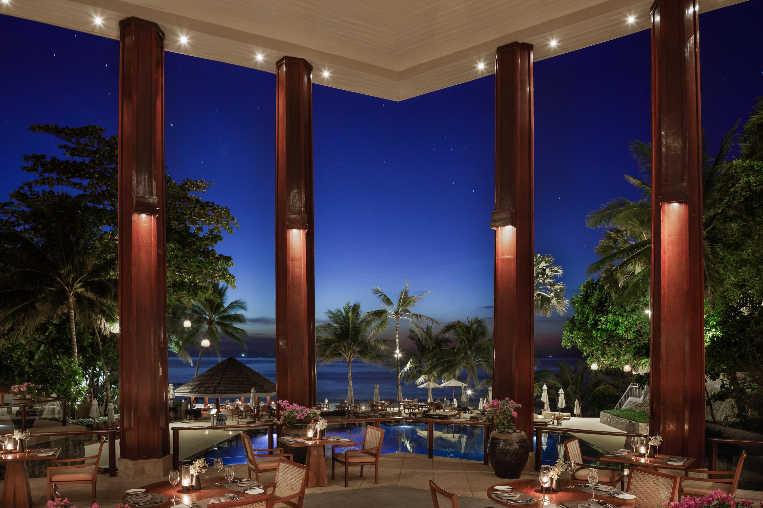 https://bubo.sk/uploads/galleries/7404/thesurin_3_sunset-restaurant_47930.jpg