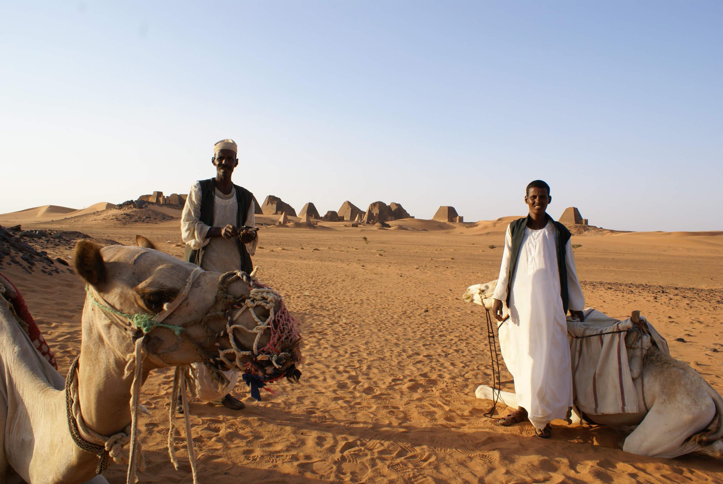 https://bubo.sk/uploads/galleries/7407/lubosfellner_sudan_pyramidy-a-tu-sme-spali-boli-sme-uplne-samy-4-.jpg