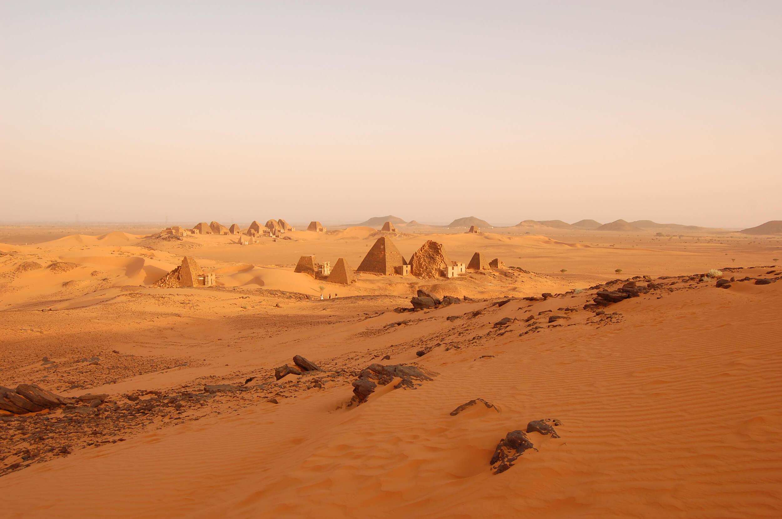 https://bubo.sk/uploads/galleries/7407/lubosfellner_sudan_viac-pyramid-nez-v-egypte-meroe.jpg