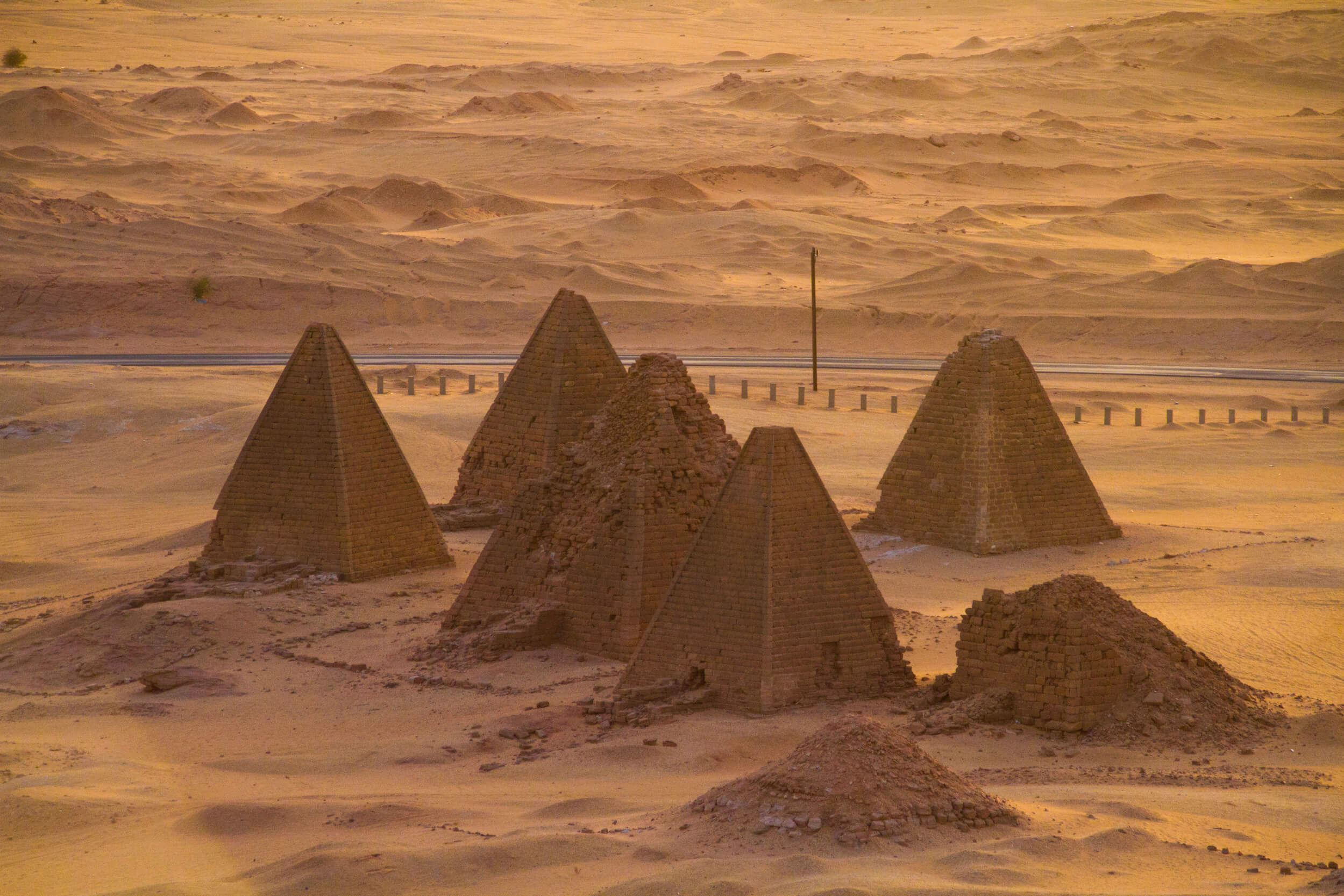 https://bubo.sk/uploads/galleries/7407/marekmeluch_sudan_jebelbarkalpyramids.jpg