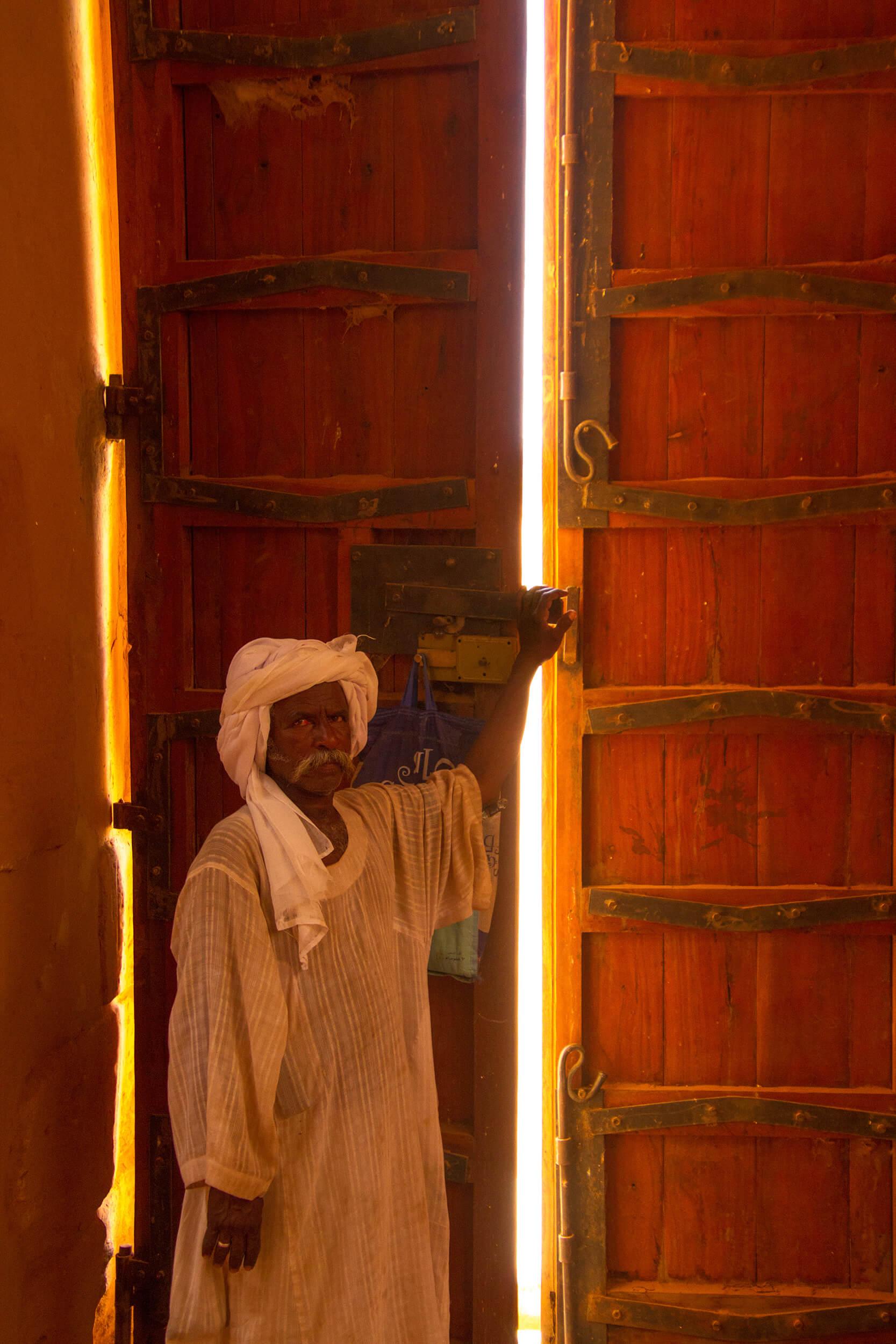 https://bubo.sk/uploads/galleries/7407/marekmeluch_sudan_mussawaratessufra1.jpg